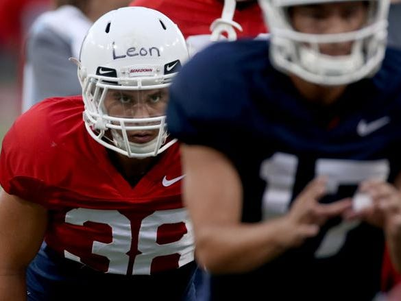 Running back Branden Leon eyes quarterback Andrew Tovar as the two await the snap during the University of Arizona's preparations for the upcoming season, Friday, August 10, 2018, Tucson, Ariz.