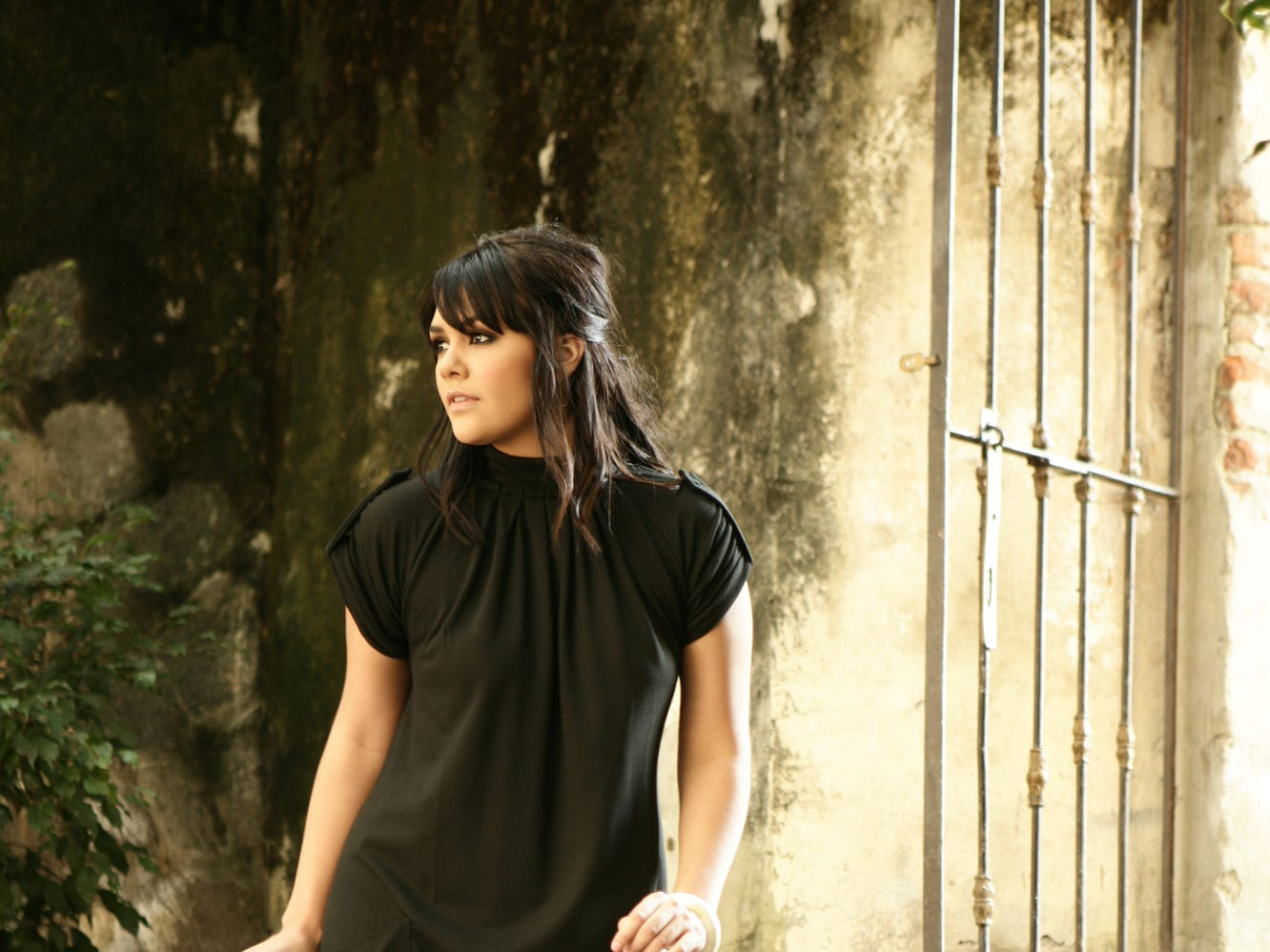 "A promotional image released at the same time as Yuridia's 2007 album ""Entre Mariposas."""