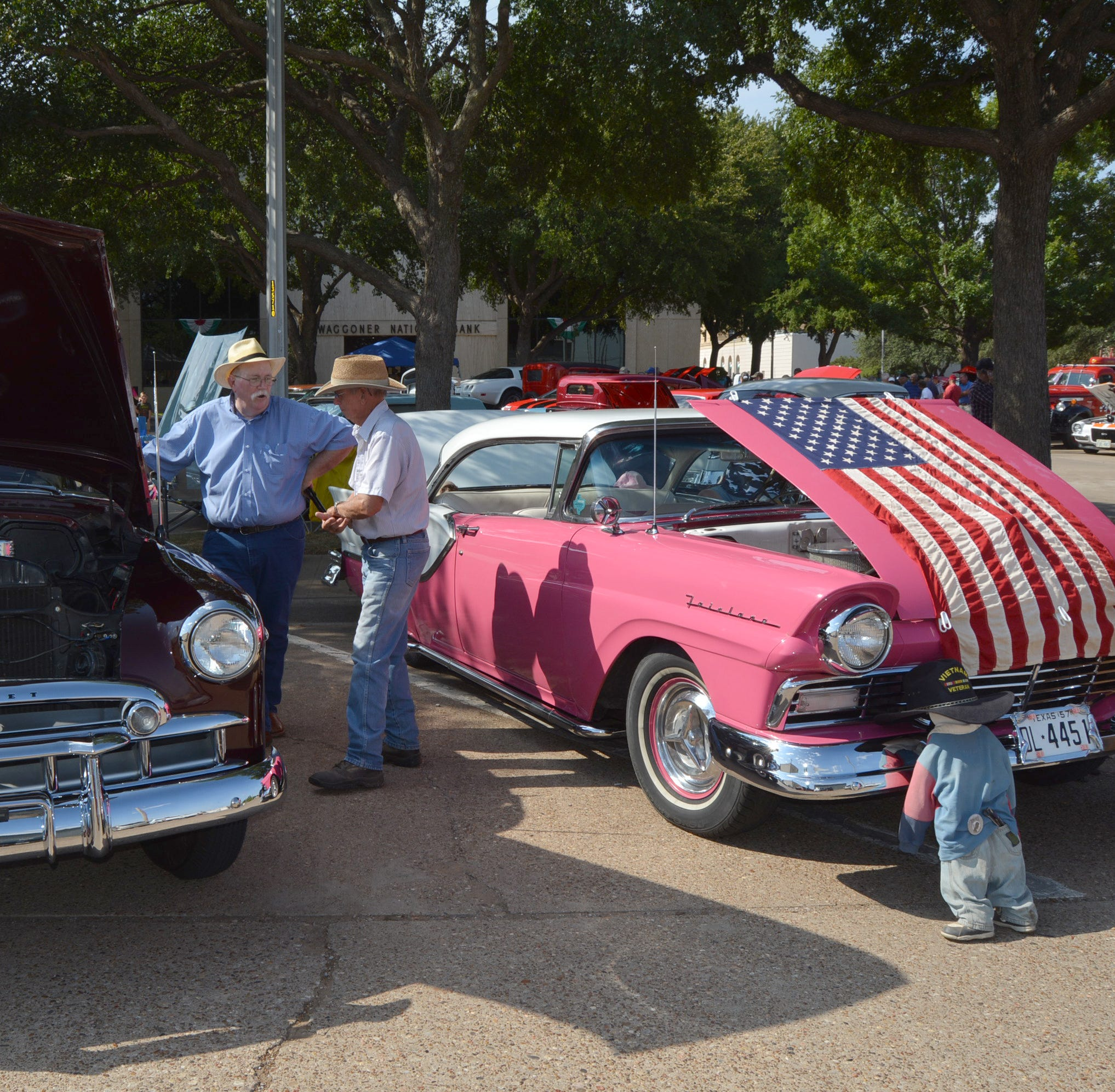 More than 900 vehicles featured in Vernon, Texas, Summer's Last Blast car celebration