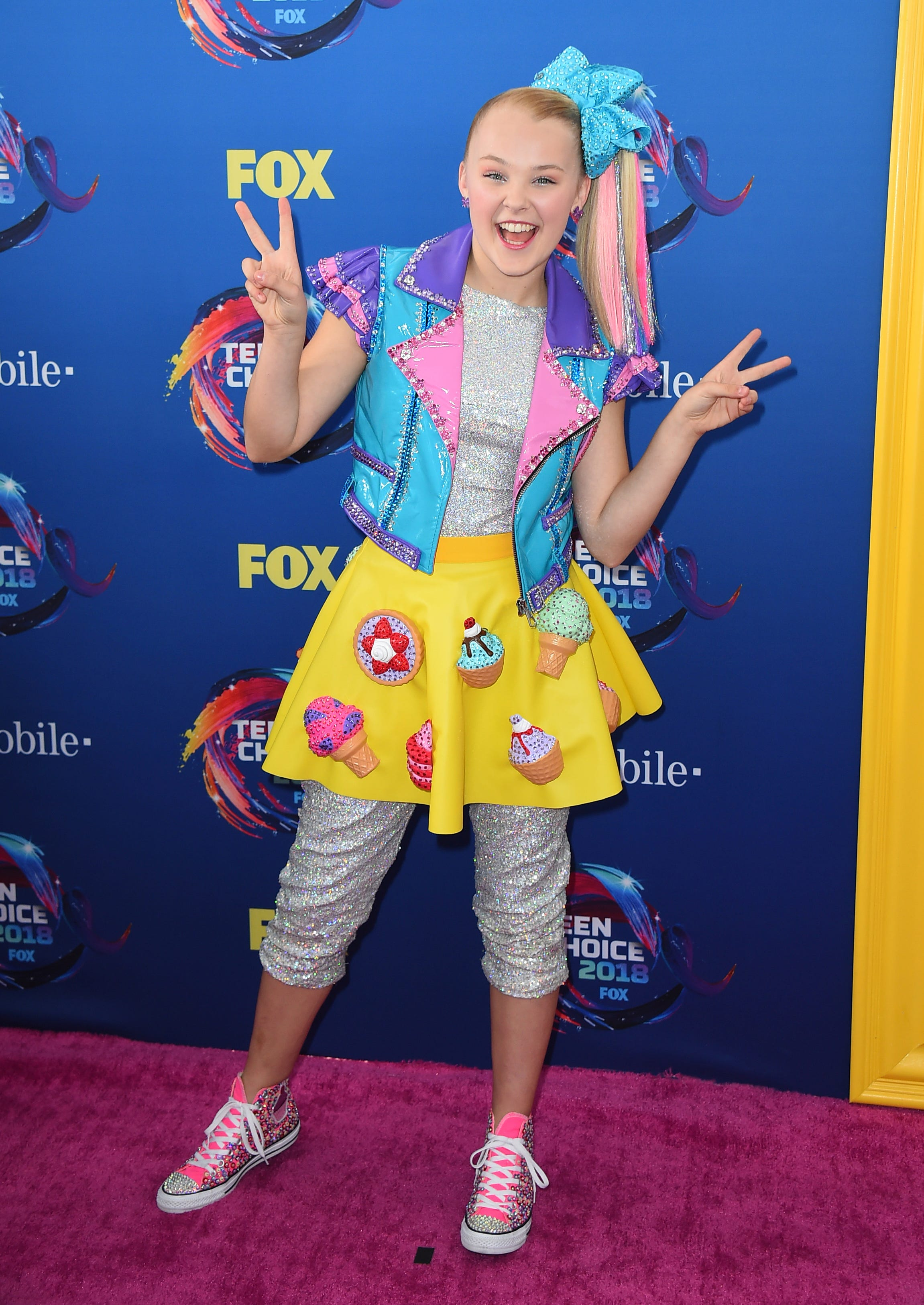 Jojo Siwa What To Know About The Youtube Star Dance Moms Alum