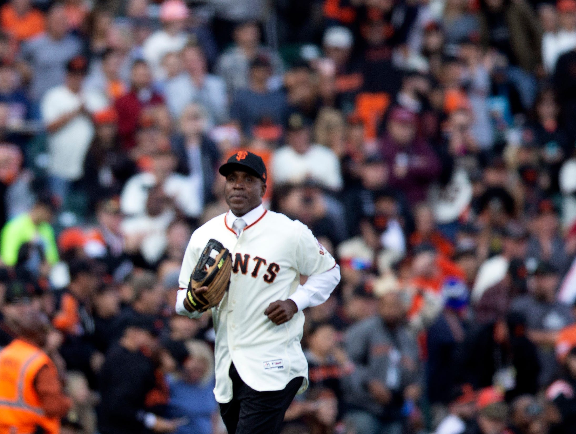 Barry Bonds goes out to left field during a ceremony held by the San Francisco Giants to retire his No. 25