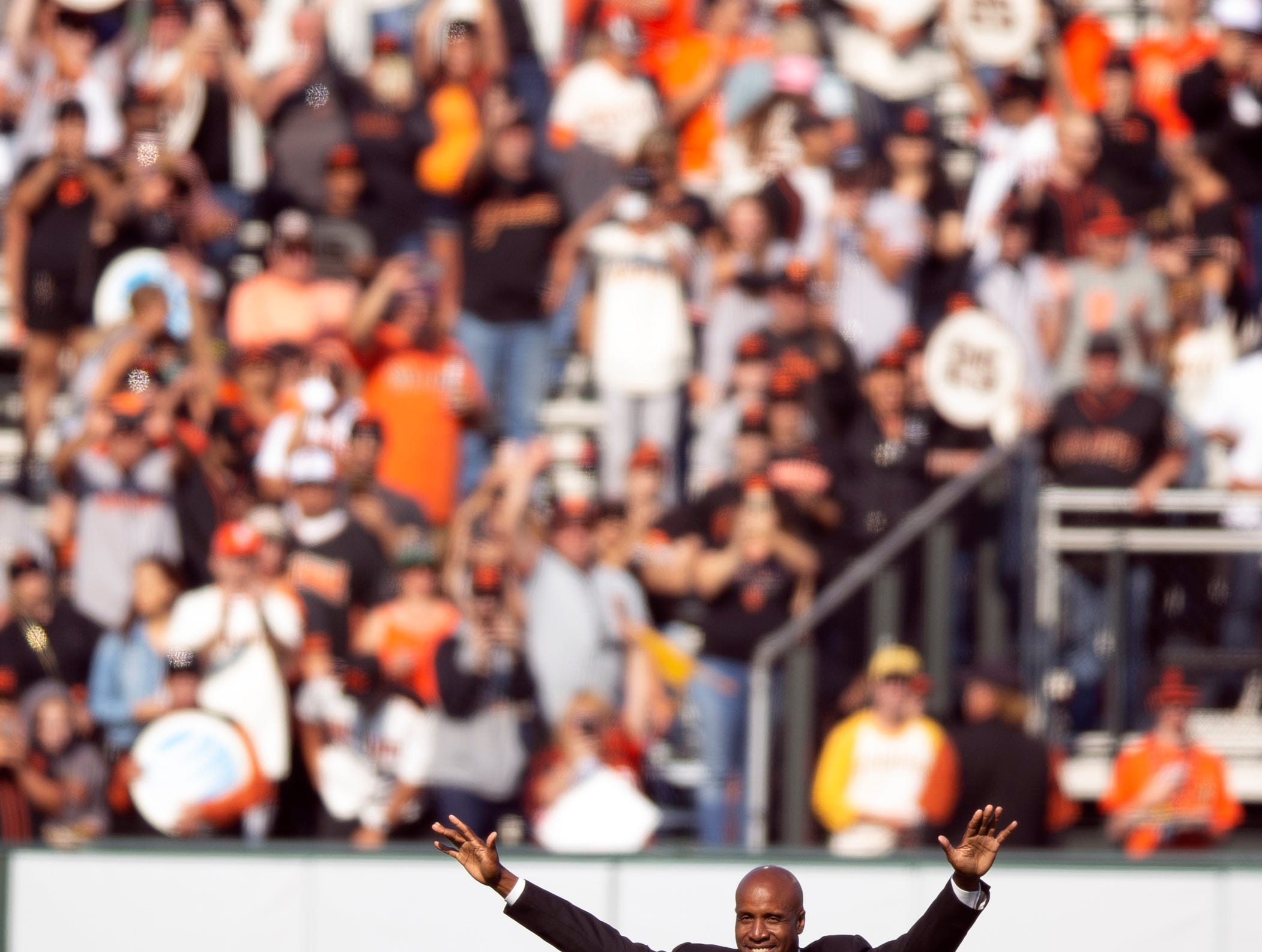 Barry Bonds acknowledges the crowd during a ceremony held by the San Francisco Giants to retire his No. 25.