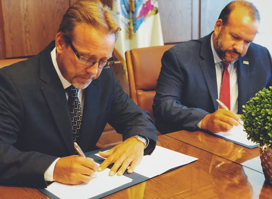 Mark Watson, DOL Wage and Hour Division Regional Administrator (left) and New Jersey Labor Commissioner, Robert Asaro-Angelo (right)