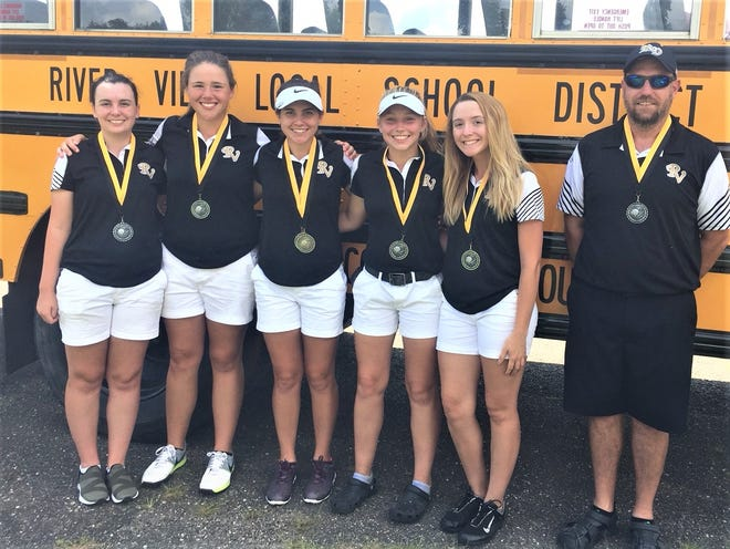 The River View girls took second in the Lady Dawgs Invitational on Monday.