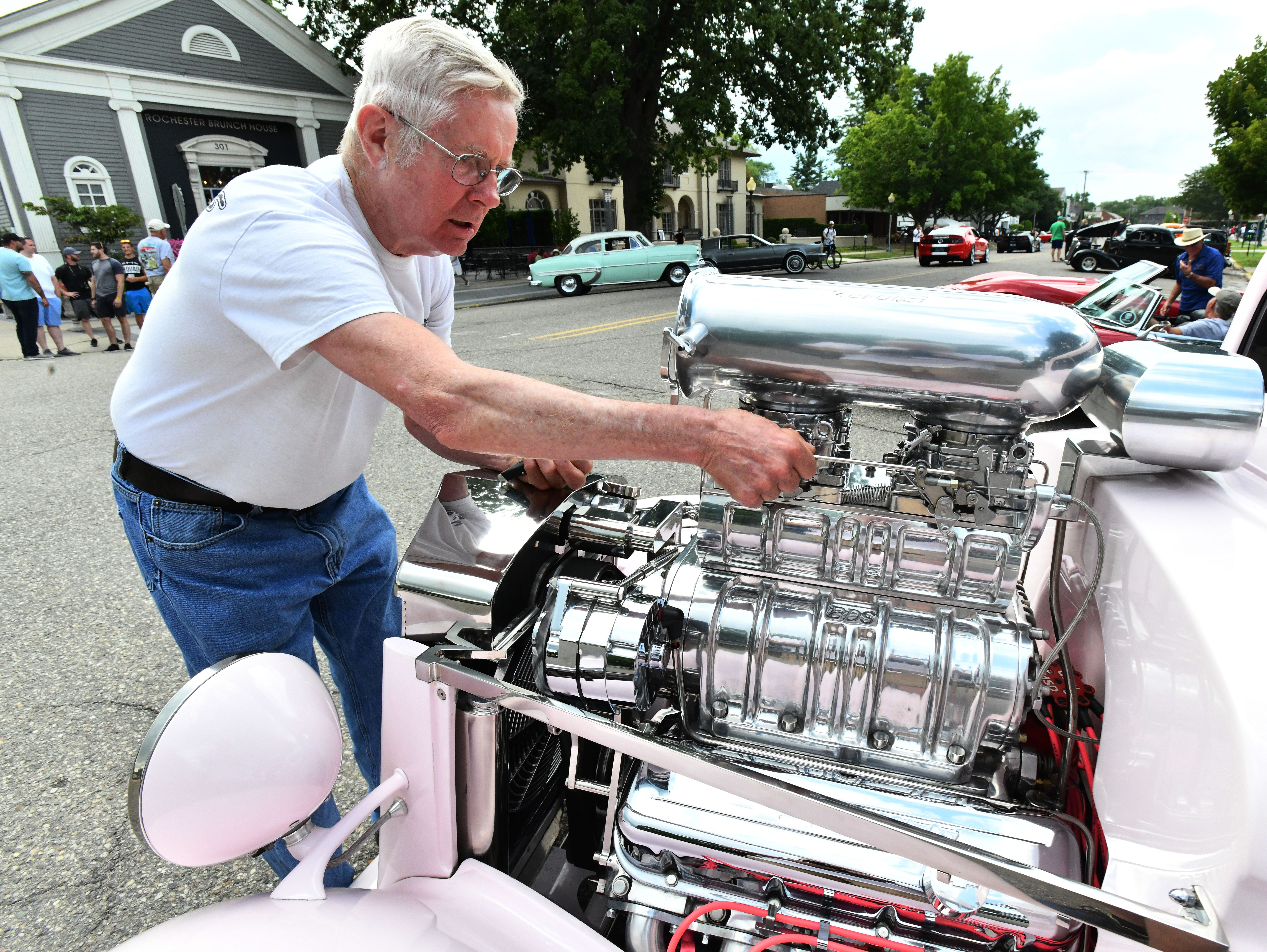 Kenny Hill from Pennsylvania and his pink 1934 Chevy Coup with a 460cc big block that can hit 803 hp on the dyno.