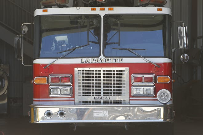 Lafayette firefighters and police responded to a report of a fire behind JoAnn Fabrics early Saturday.