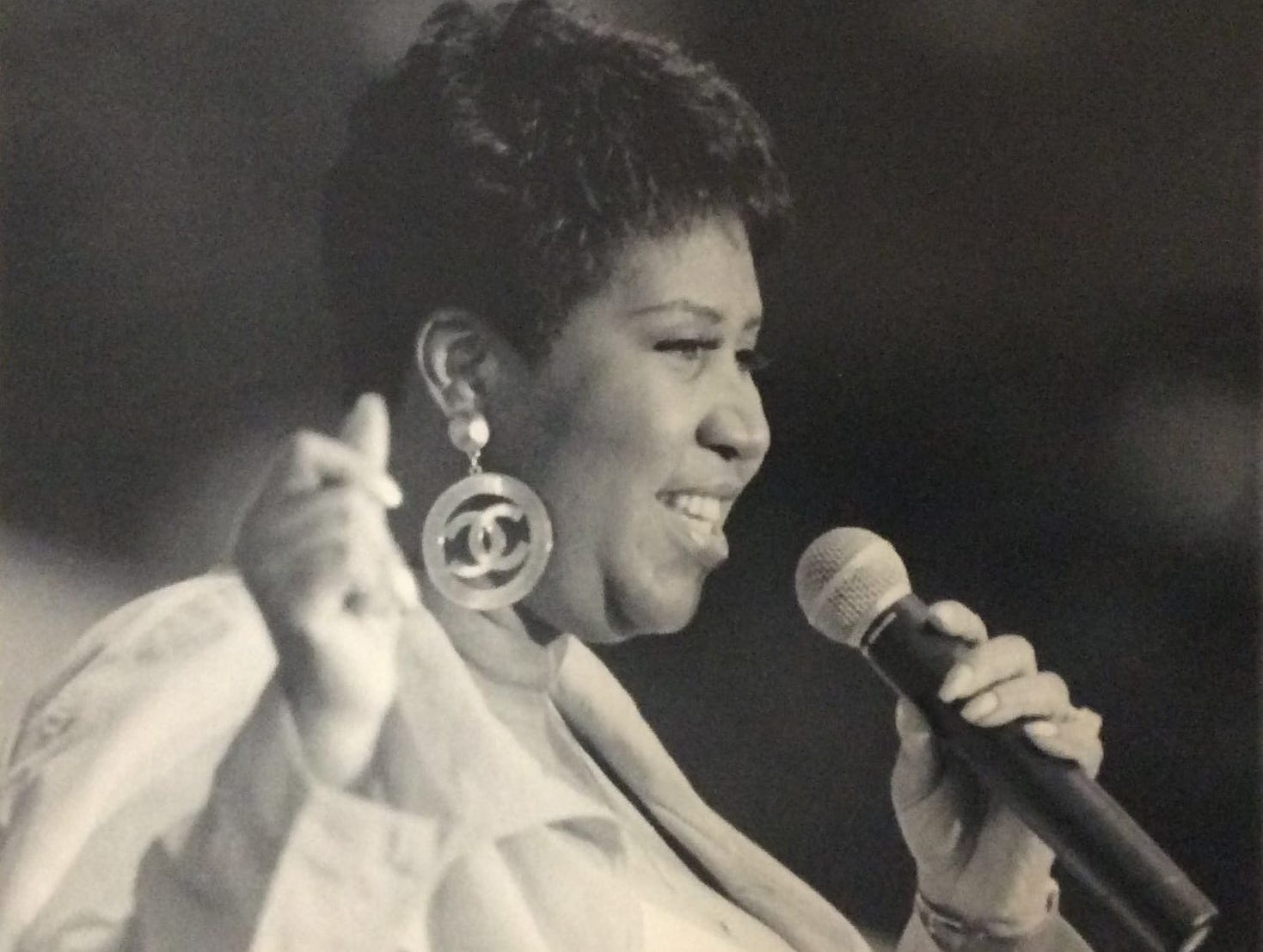 Aretha Franklin performs at the Michigan State Fair in Detroit, Aug. 25, 1994.