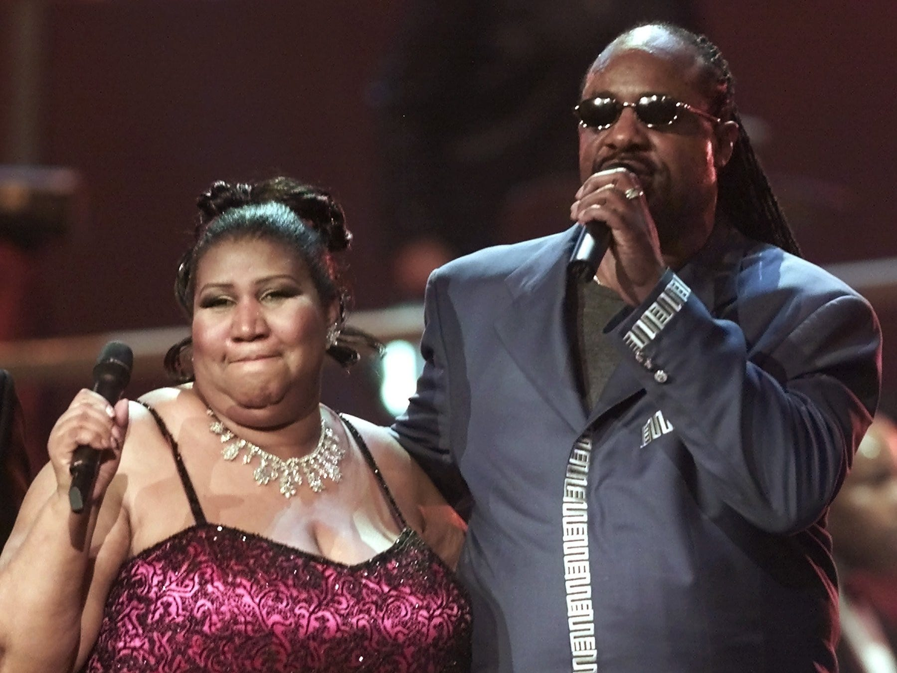 """Aretha Franklin sings with Stevie Wonder at the finale of the """"VH1 Divas 2001: The One and Only Aretha Franklin"""" event Tuesday, April 10, 2001, in New York. The special tribute also featured Mary J. Blige, Jill Scott, Cella Cruz, Marc Anthony and Kid Rock."""