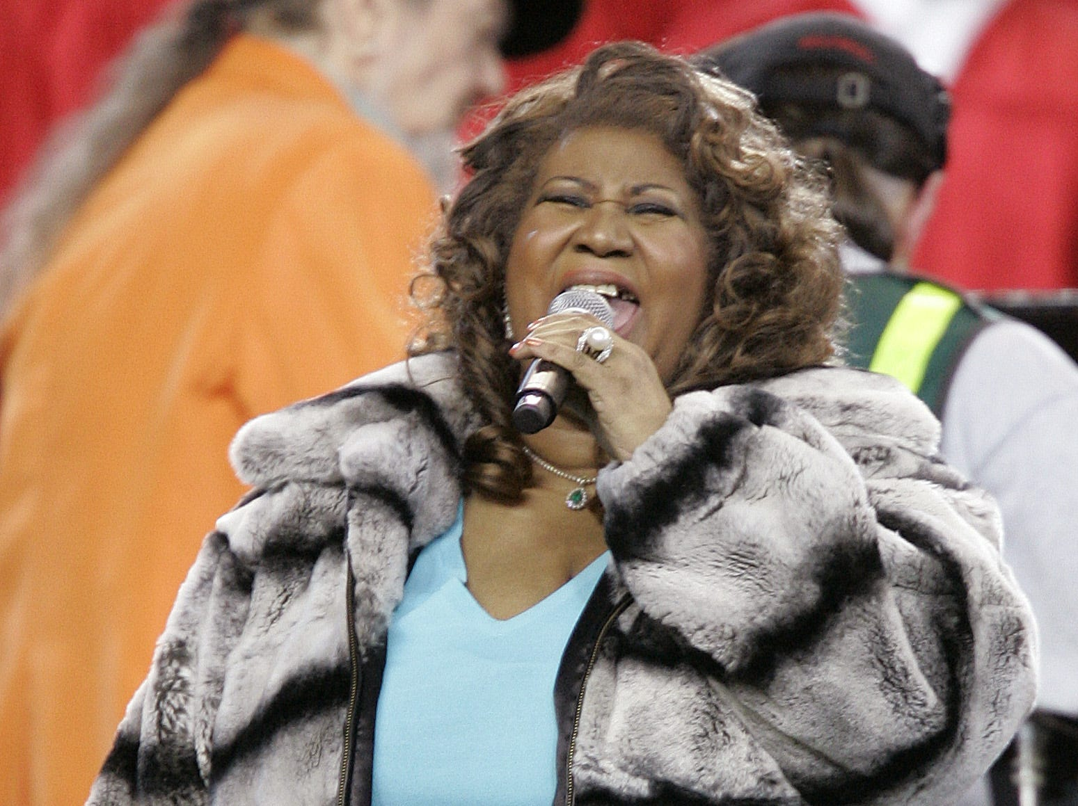 Singer Aretha Franklin performs the national anthem before the Super Bowl XL football game Sunday, Feb. 5, 2006, in Detroit. (AP Photo/Michael Conroy)