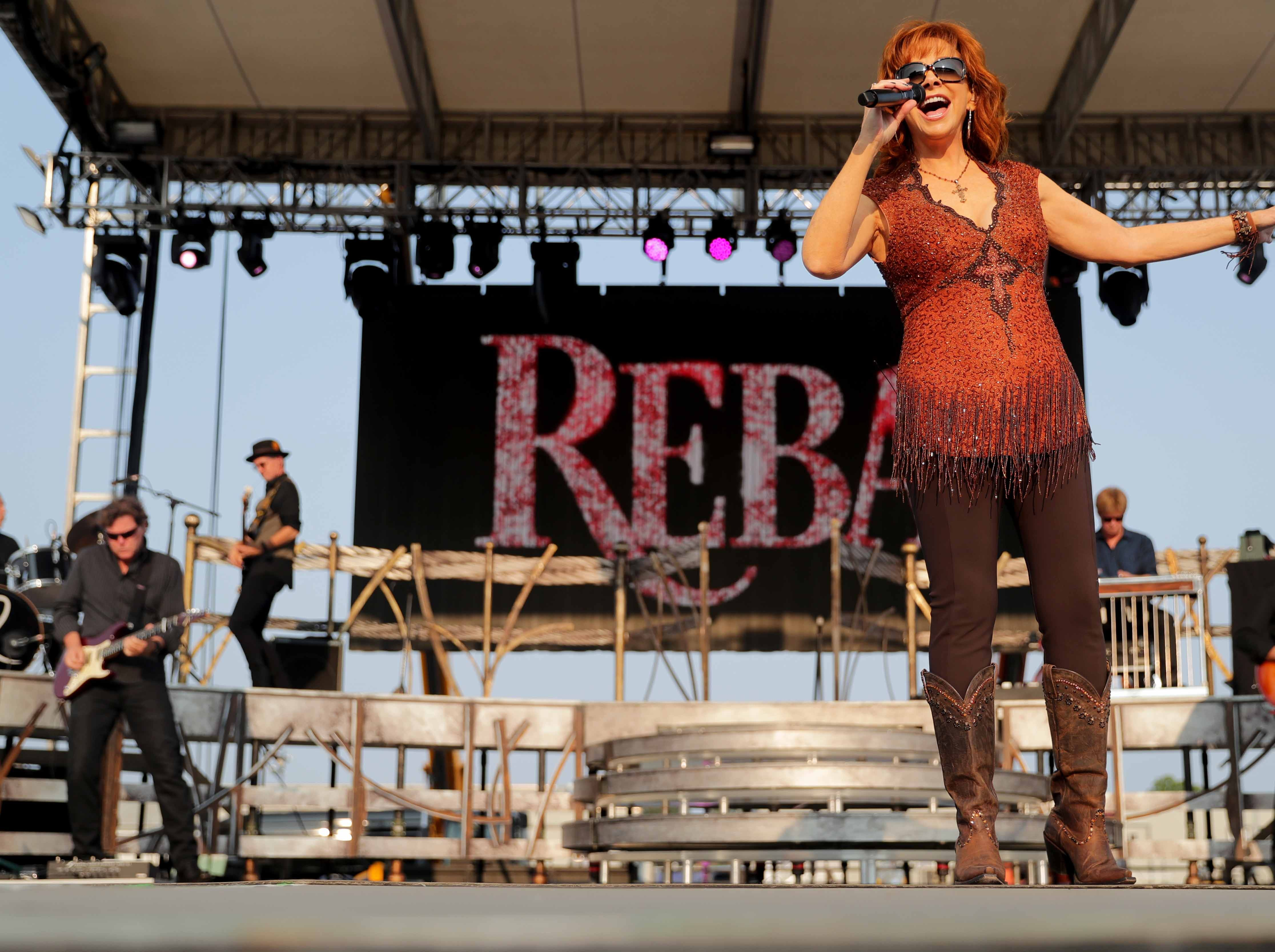 Reba McEntireperforms at the Wisconsin State Fair.