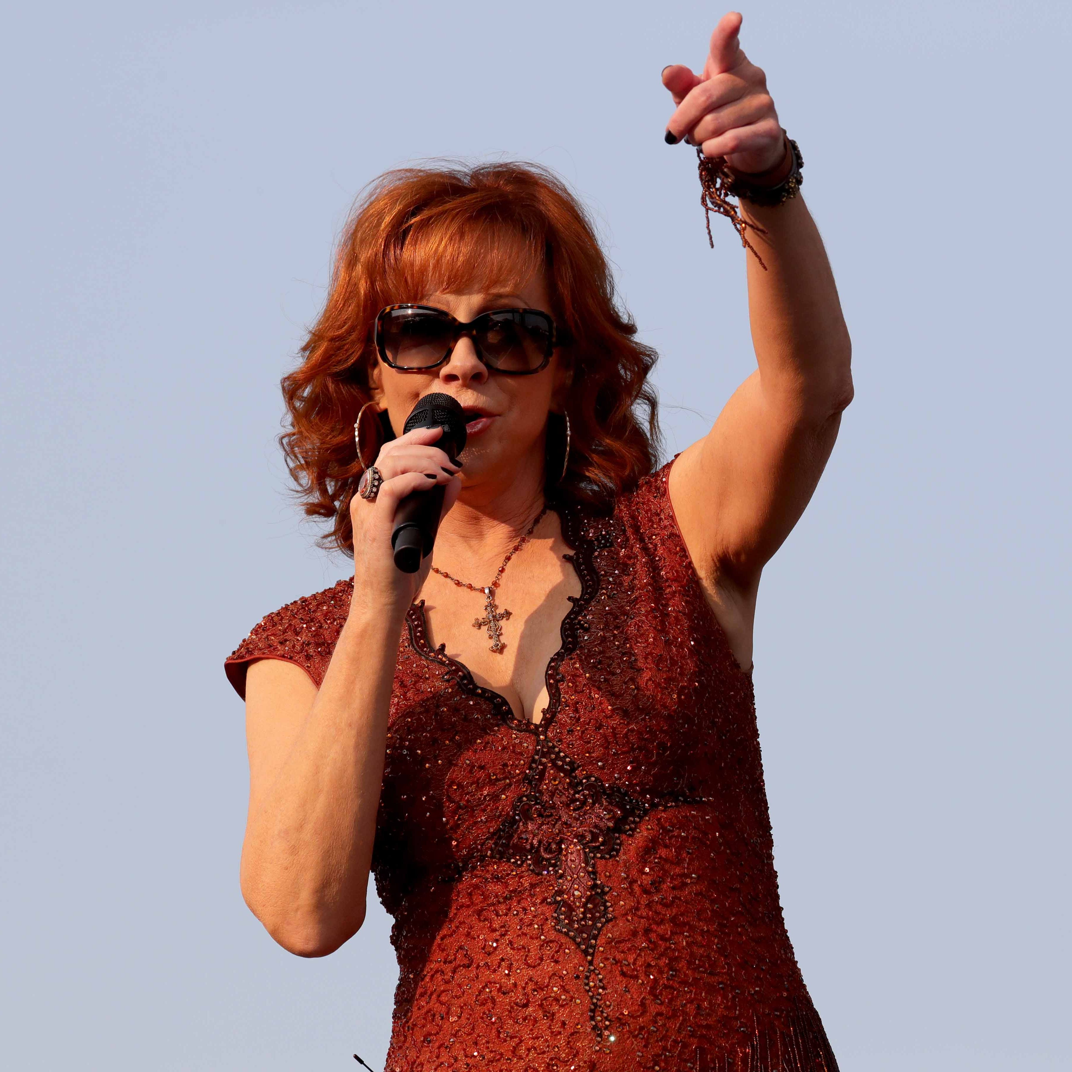 Reba McEntire shows she's a legend, while staying down-to-earth, at Wisconsin State Fair