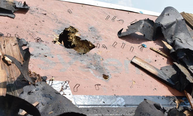 Murfreesboro Fire Rescue is investigating after a small fire damaged the roof of the local Cheddar's restaurant Monday afternoon.