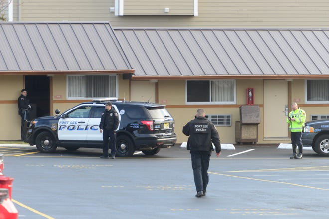 20014866A     3/1/2016     Ft Lee, NJ   Fort Lee Police conduct a search for the weapon used in a stabbing at Skyview Motel Tuesday morning along Route 46 eastbound.    TARIQ ZEHAWI / STAFF PHOTOGRAPHER