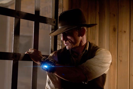 Set in the alien-ridden dusty town of Absolution, in the New Mexico territory, a hodgepodge of genres converge in this sci-fi Western starring Harrison Ford and Daniel Craig.