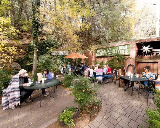 Indian Gardens Cafe & Market offers indoor seating and a patio with views of Oak Creek Canyon.