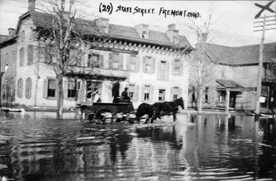 This photo of a flooded East State Street in Fremont was taken by Ernst Niebergall in 1913.