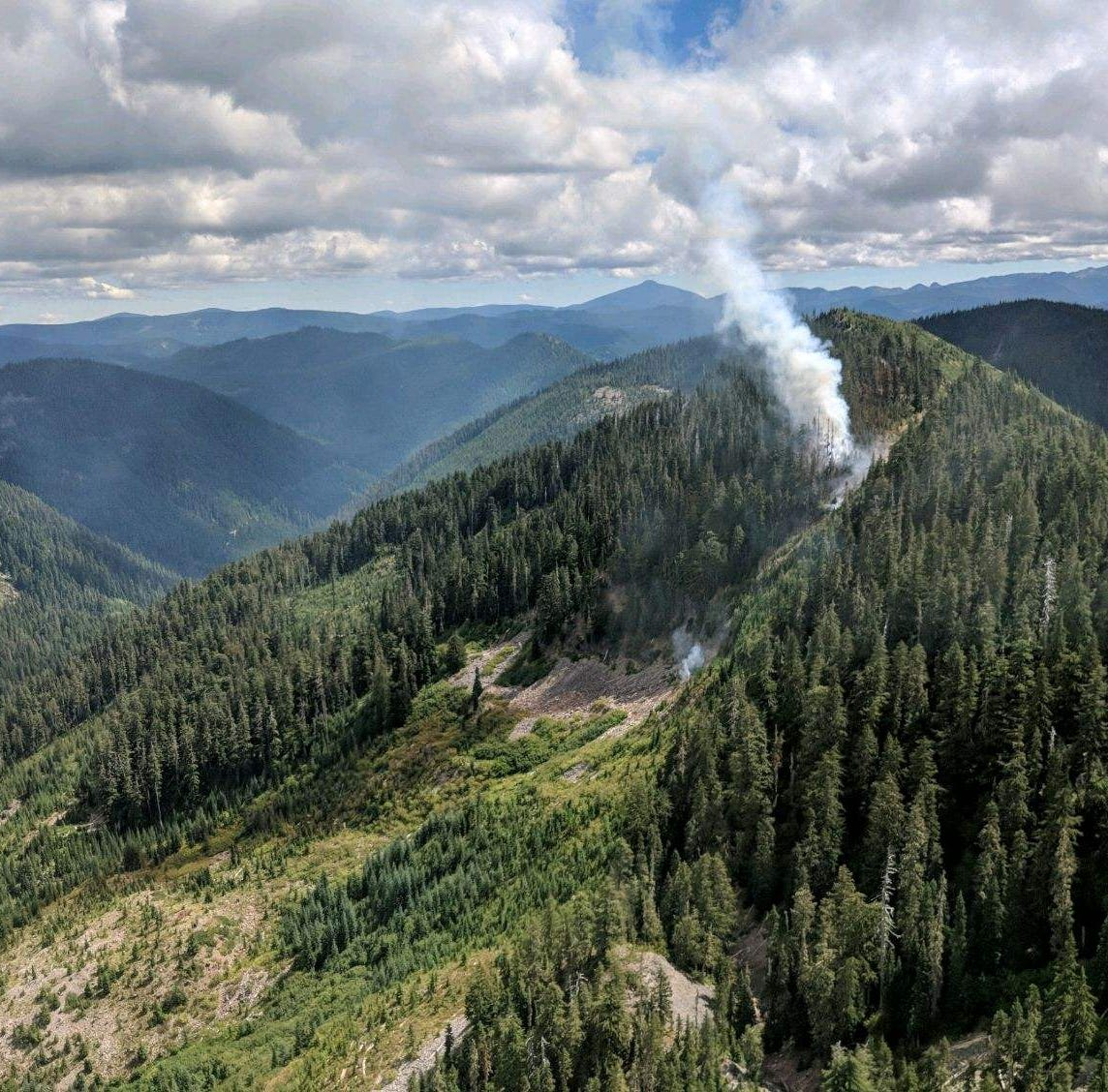 Oregon firefighters make progress against wildfire north of Detroit Lake