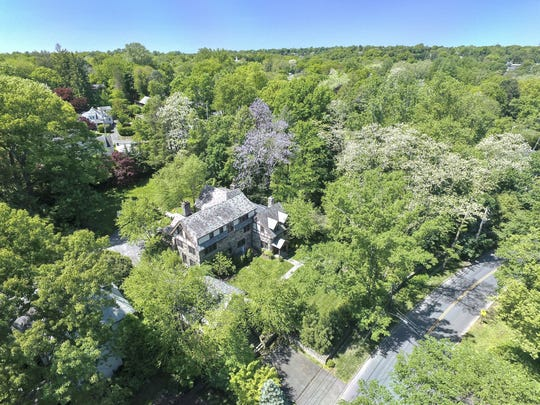 Aerial view of 46 Bretton Road in Edgemont.