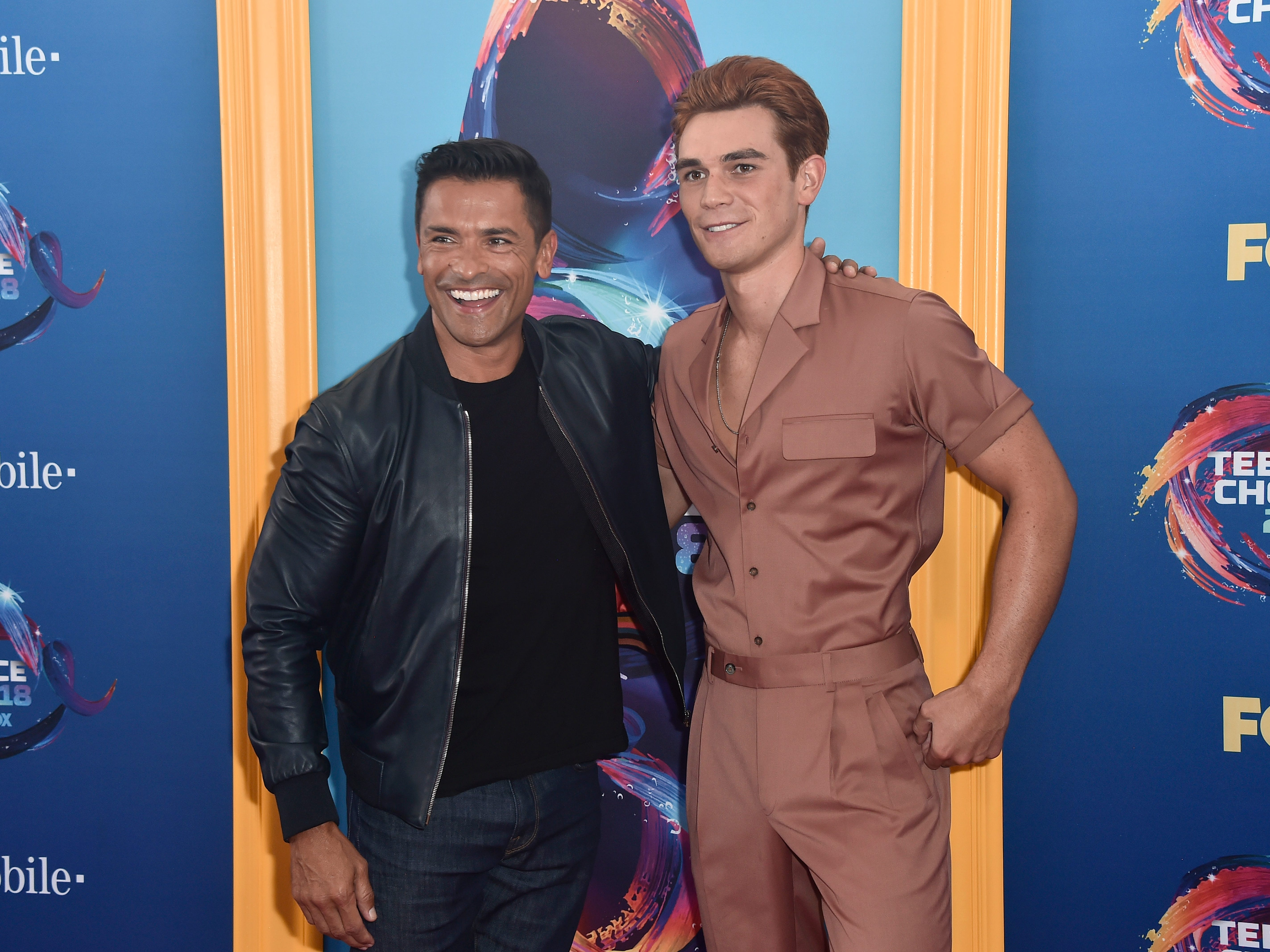 INGLEWOOD, CA - AUGUST 12:  Mark Consuelos (L) and KJ Apa attend FOX's Teen Choice Awards at The Forum on August 12, 2018 in Inglewood, California.  (Photo by Frazer Harrison/Getty Images) ORG XMIT: 775199256 ORIG FILE ID: 1015798086