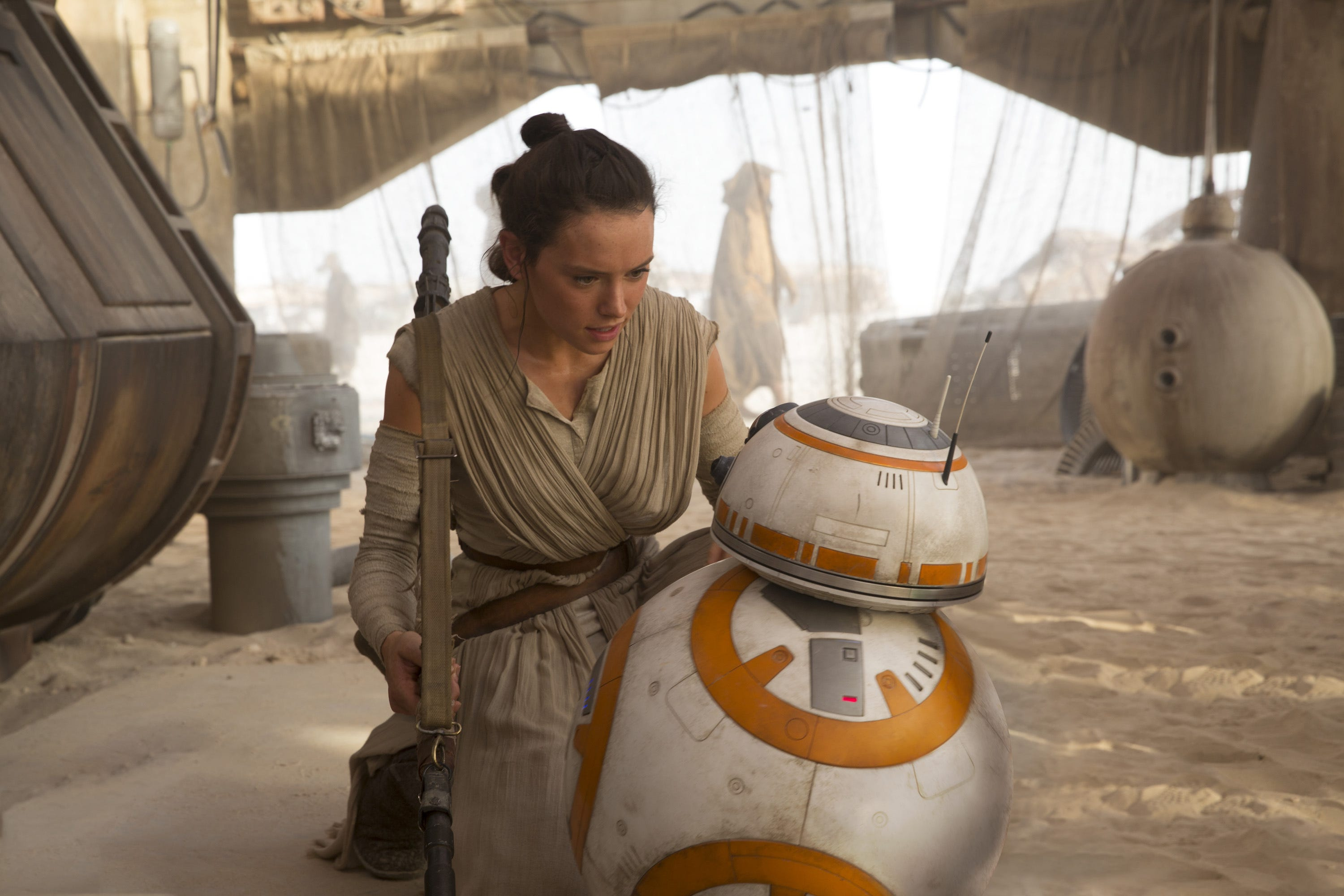 """Daisy Ridley as Rey with BB-8 in """"Star Wars: The Force Awakens"""" (2015)"""