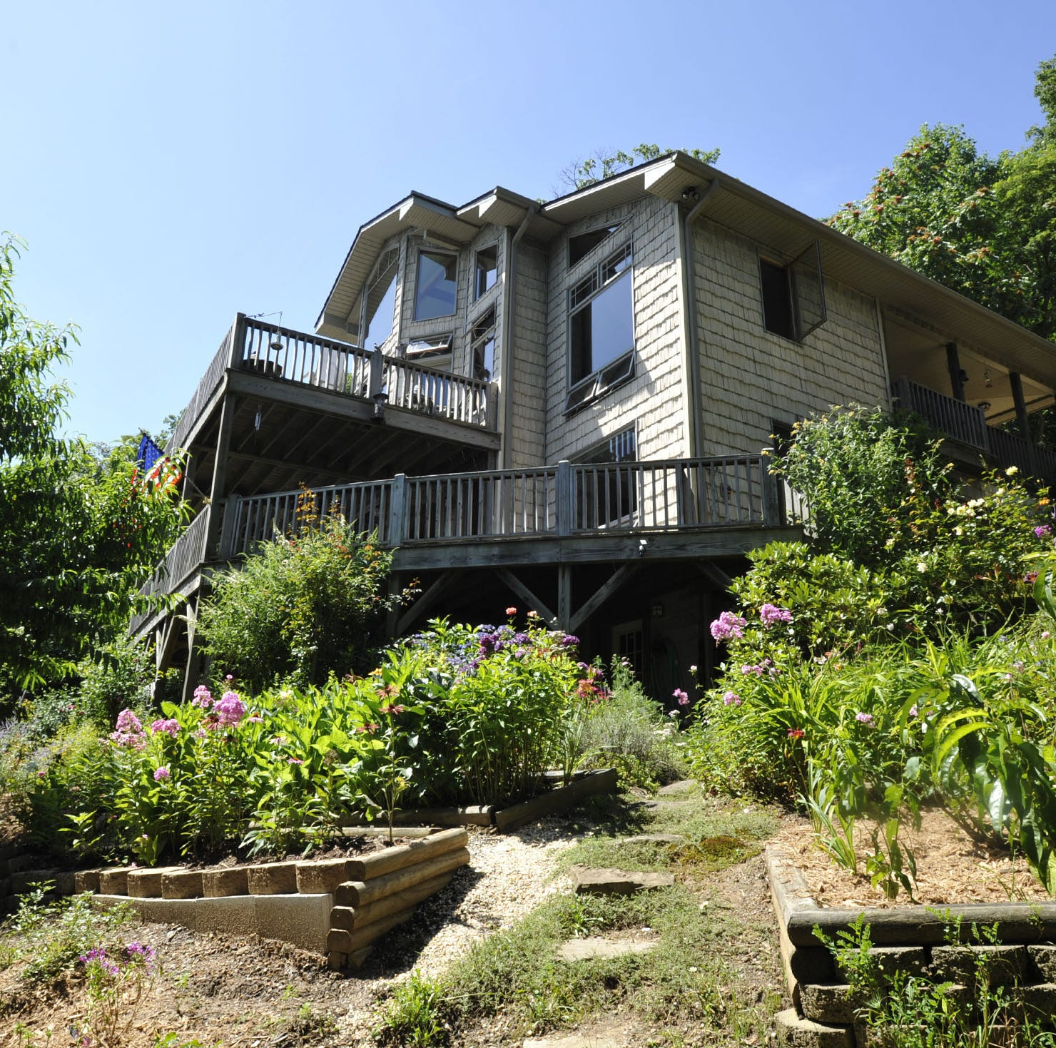 Home of the Week: Not quite a cabin, in Weaverville