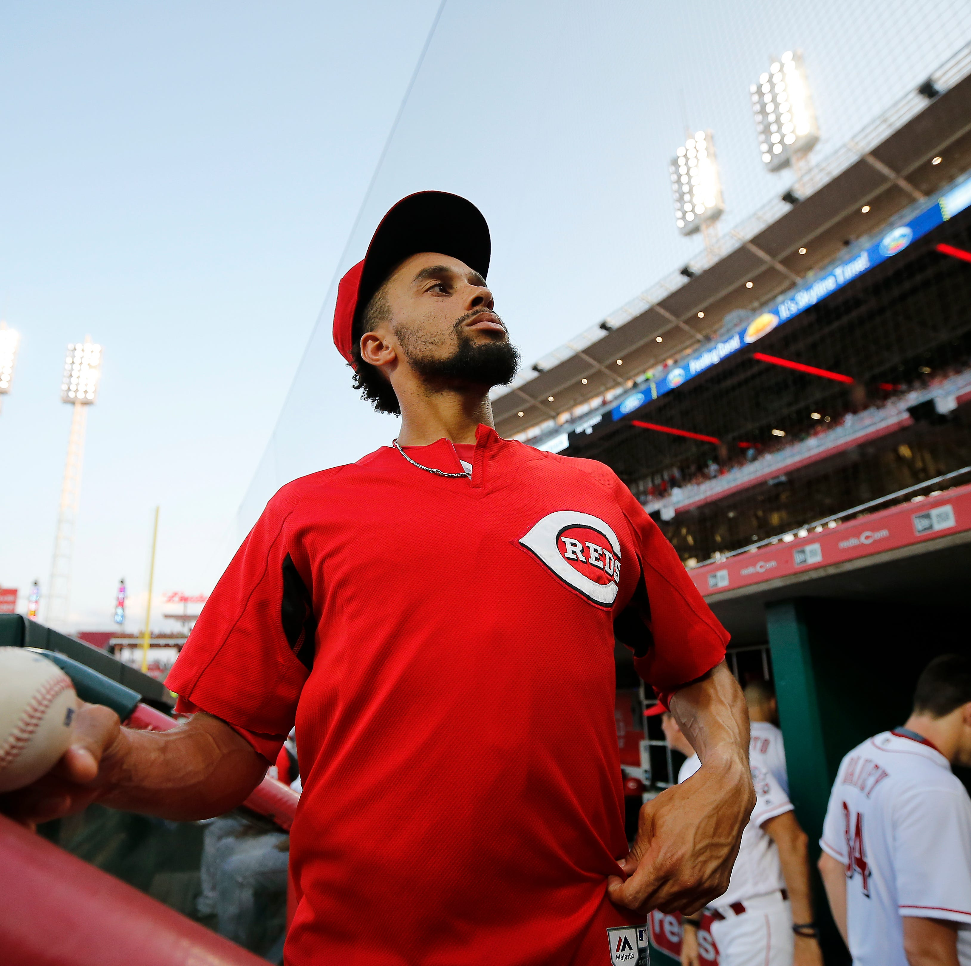 Reds outfielder Billy Hamilton makes catch, climbs wall, hands ball to fan
