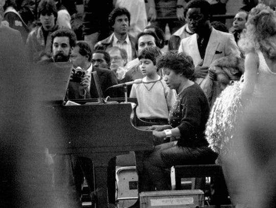 Aretha Franklin leads fans in the national anthem in March 4, 1984 at the Silverdome before the Pistons-Lakers game.