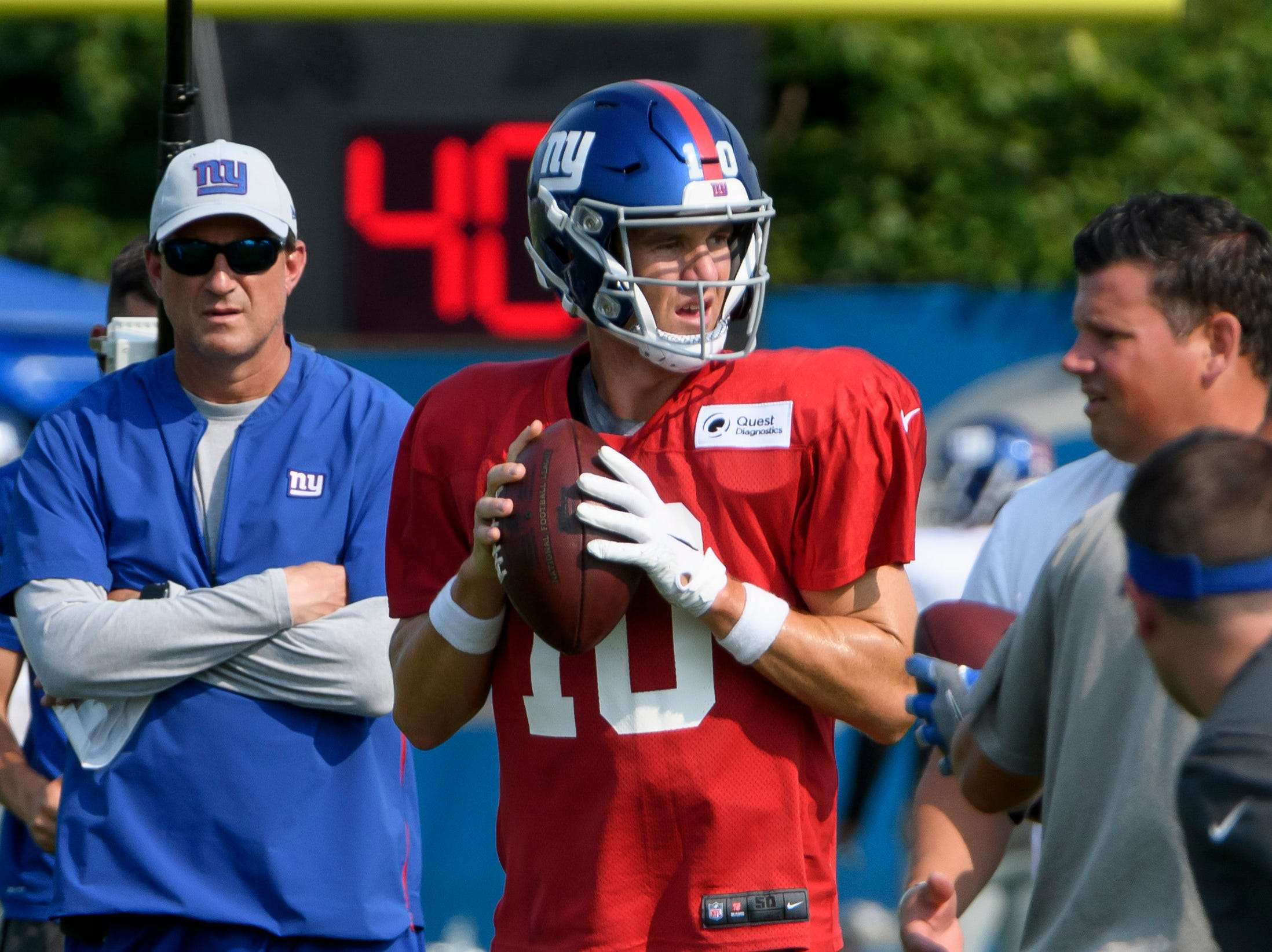 Giants quarterback Eli Manning prepares to throw the ball during practice.