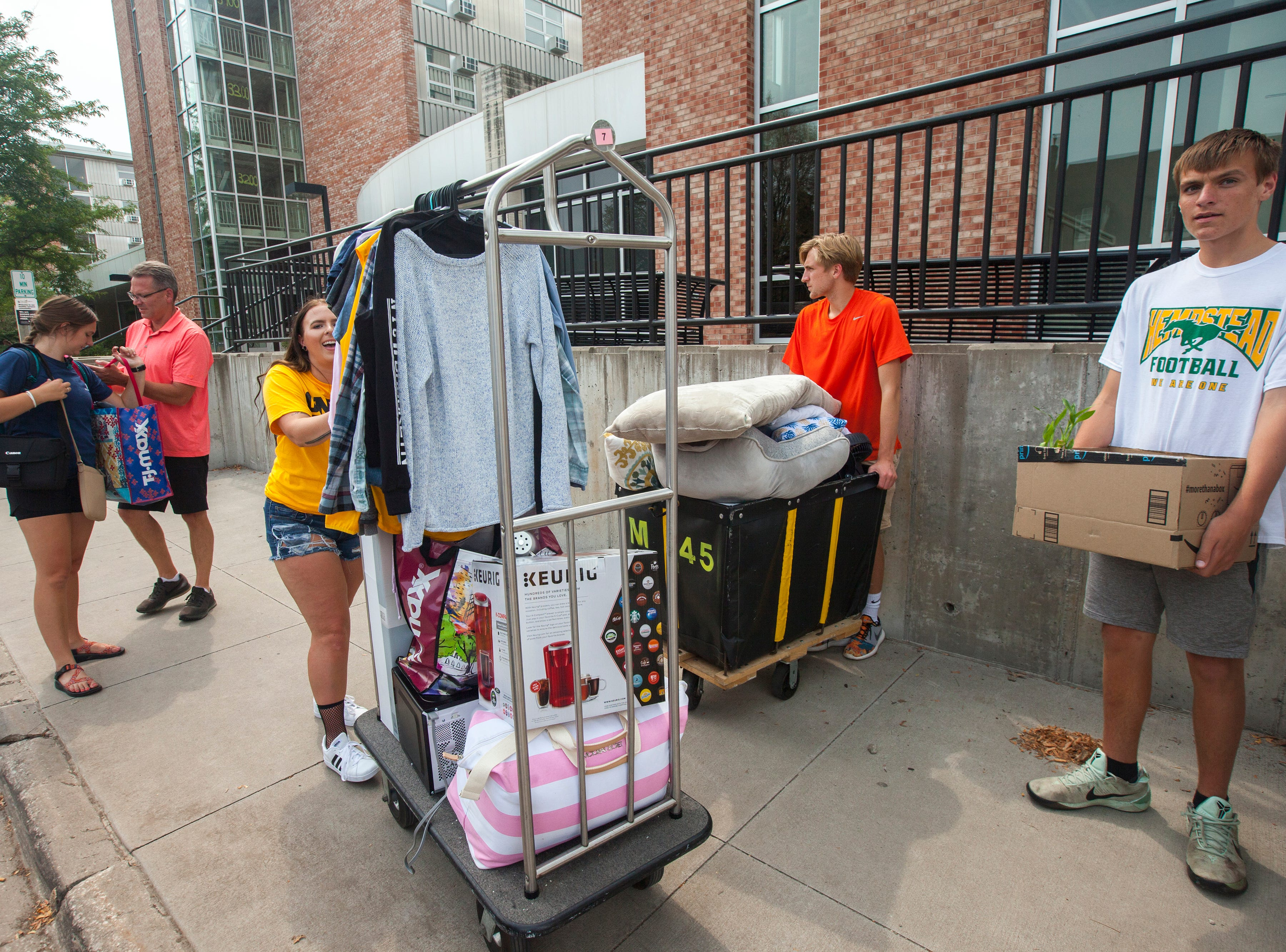 Dara Thompson, of Cedar Rapids, helps Emersen Rheingans, of Dubuque, (far left) during new student move-in on Tuesday, Aug. 14, 2018, on the University of Iowa campus in Iowa City. Rheingans is the oldest child of Jack and Jen Rheingans and had her help from her two brothers, Colten and Jack.