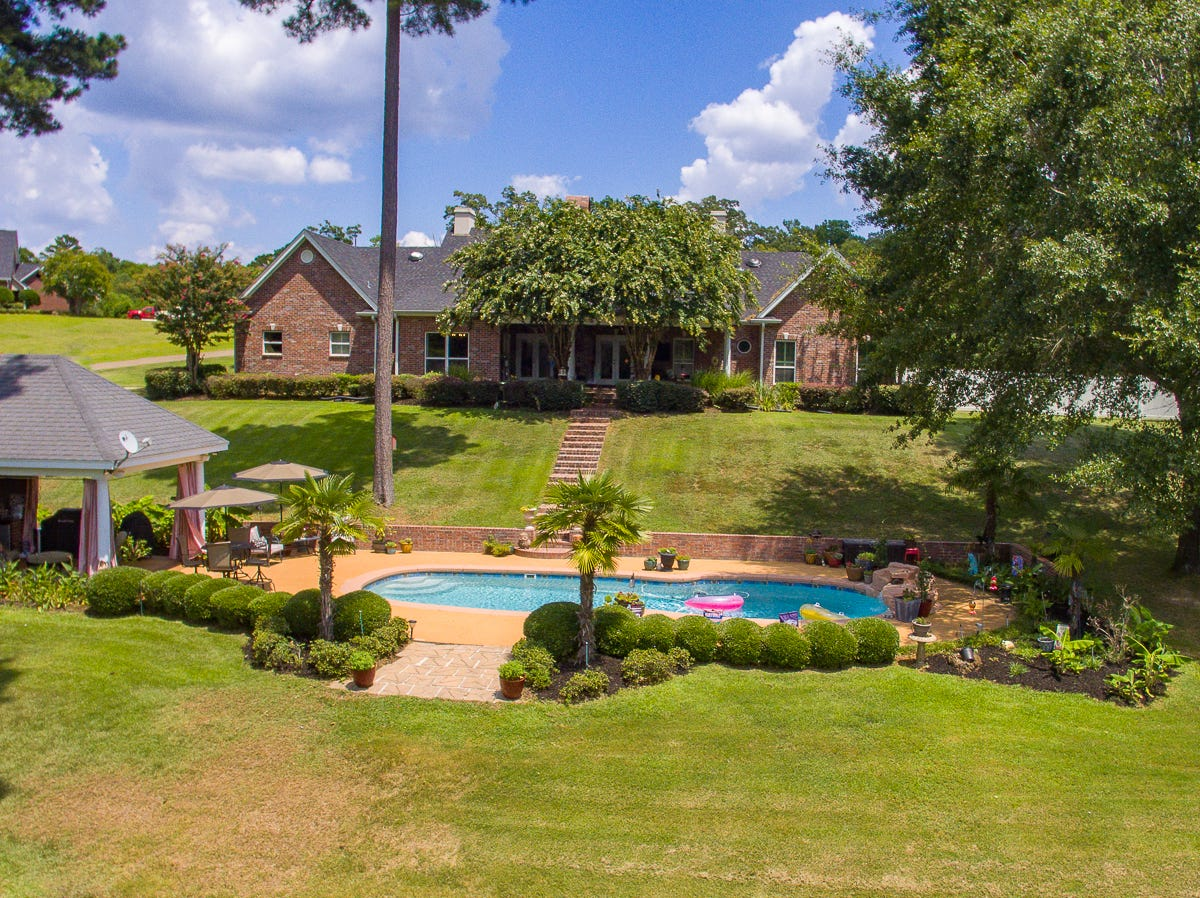Fishing, kayaking, swimming: This West Monroe home has it all
