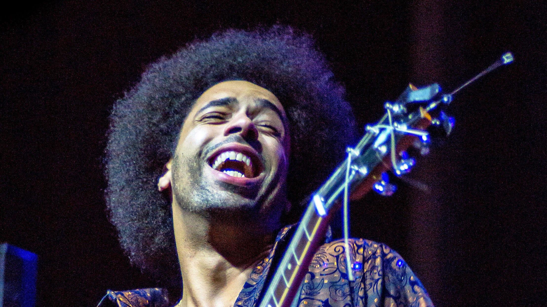 Bonita looks good in blues: Triple shows open performance season