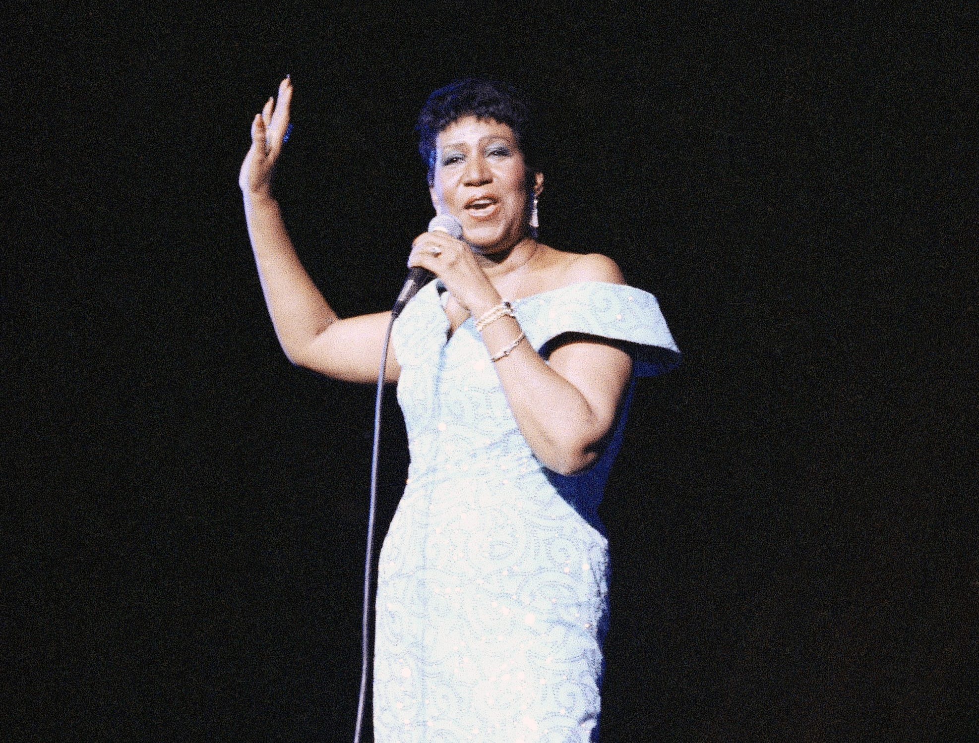 Aretha Franklin performs at New York's Radio City Music Hall, July 5, 1989. (AP Photo/Mario Suriani)