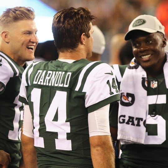 Jet quarterbacks Josh McCown, Sam Darnold and Teddy Bridgewater on the sidelines after Darnold threw his first touchdown pass. (Chris Pedota/@chrisp47)