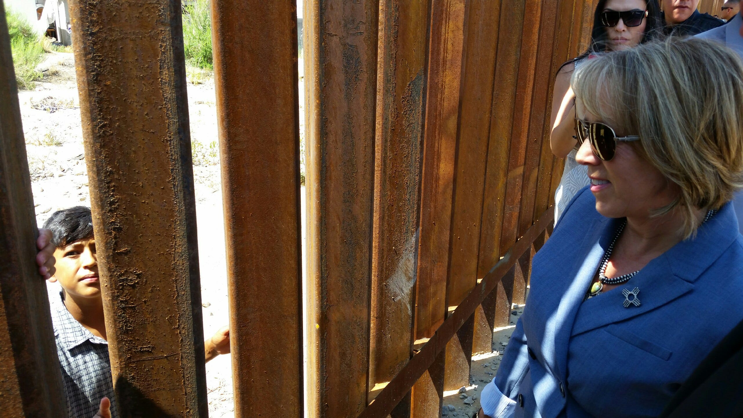 Michelle Lujan Grisham tours border at Sunland Park | Las Cruces Sun