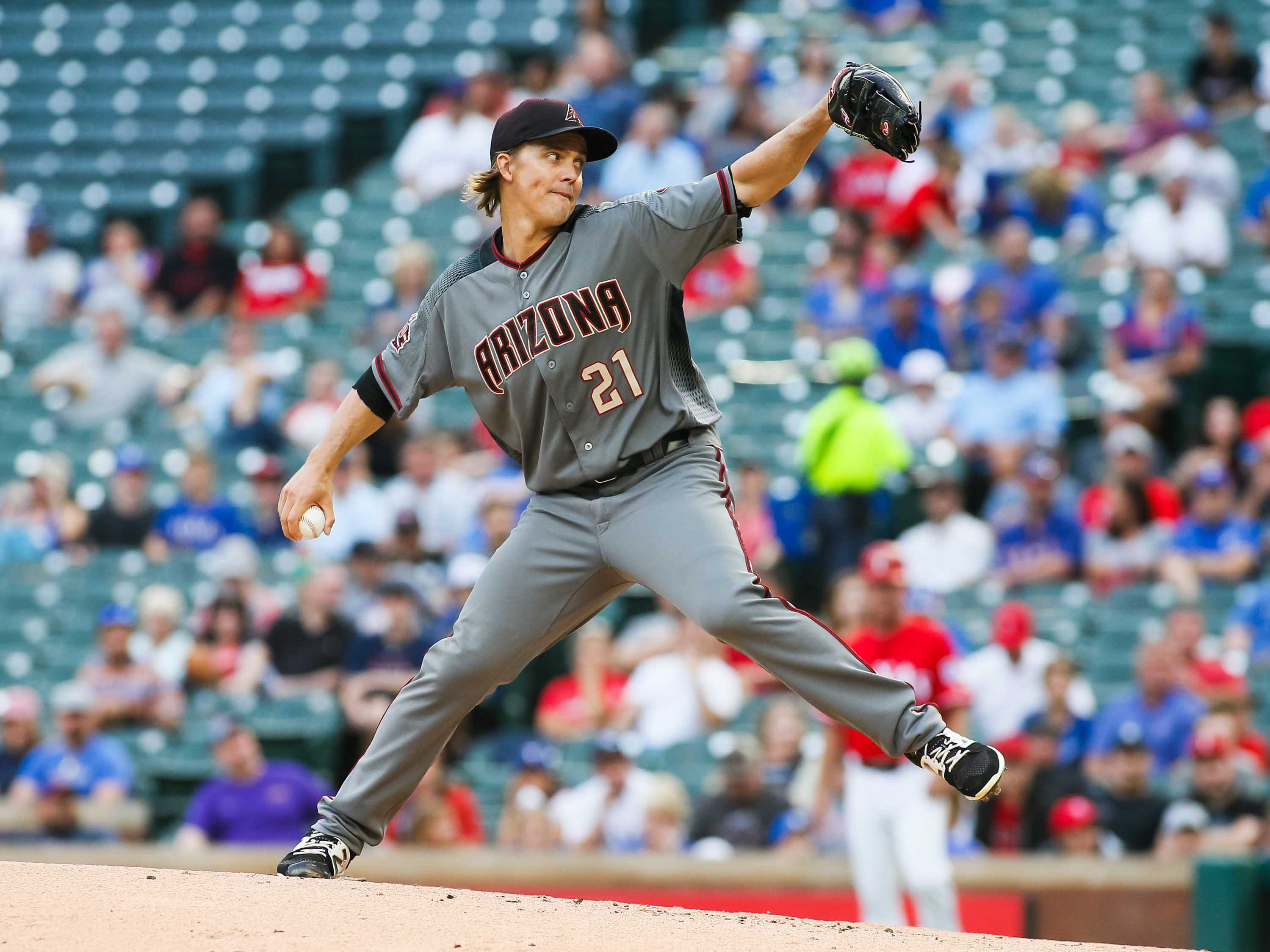 Aug 13, 2018; Arlington, TX, USA; Arizona Diamondbacks starting pitcher Zack Greinke (21) pitches the ball in the first inning against the Texas Rangers at Globe Life Park in Arlington. Mandatory Credit: Ray Carlin-USA TODAY Sports