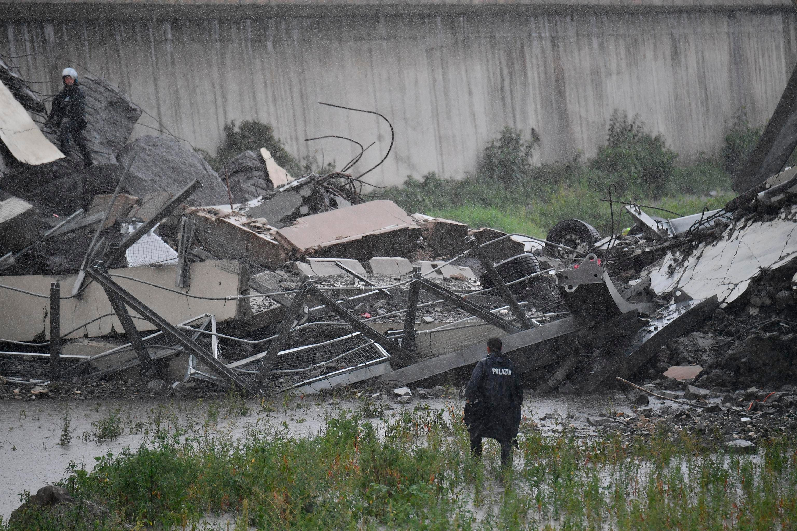 Cars plunge as highway bridge collapses in Italy; 22 dead | Argus Leader