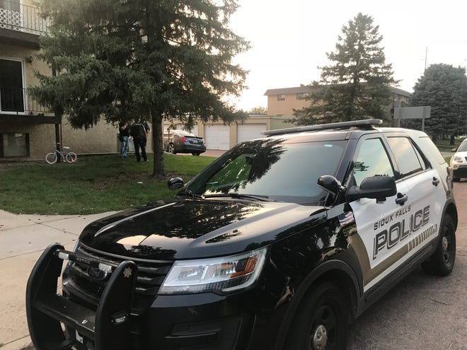 Police presence around a northern Sioux Falls apartment after a homicide suspect was taken into custody on Aug. 13, 2018.