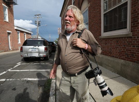 Sherwood Martinelli of Nyack waits for Liev Schreiber to appear at Nyack village court Aug. 14, 2018. Martinelli is accusing Schreiber of attacking him.