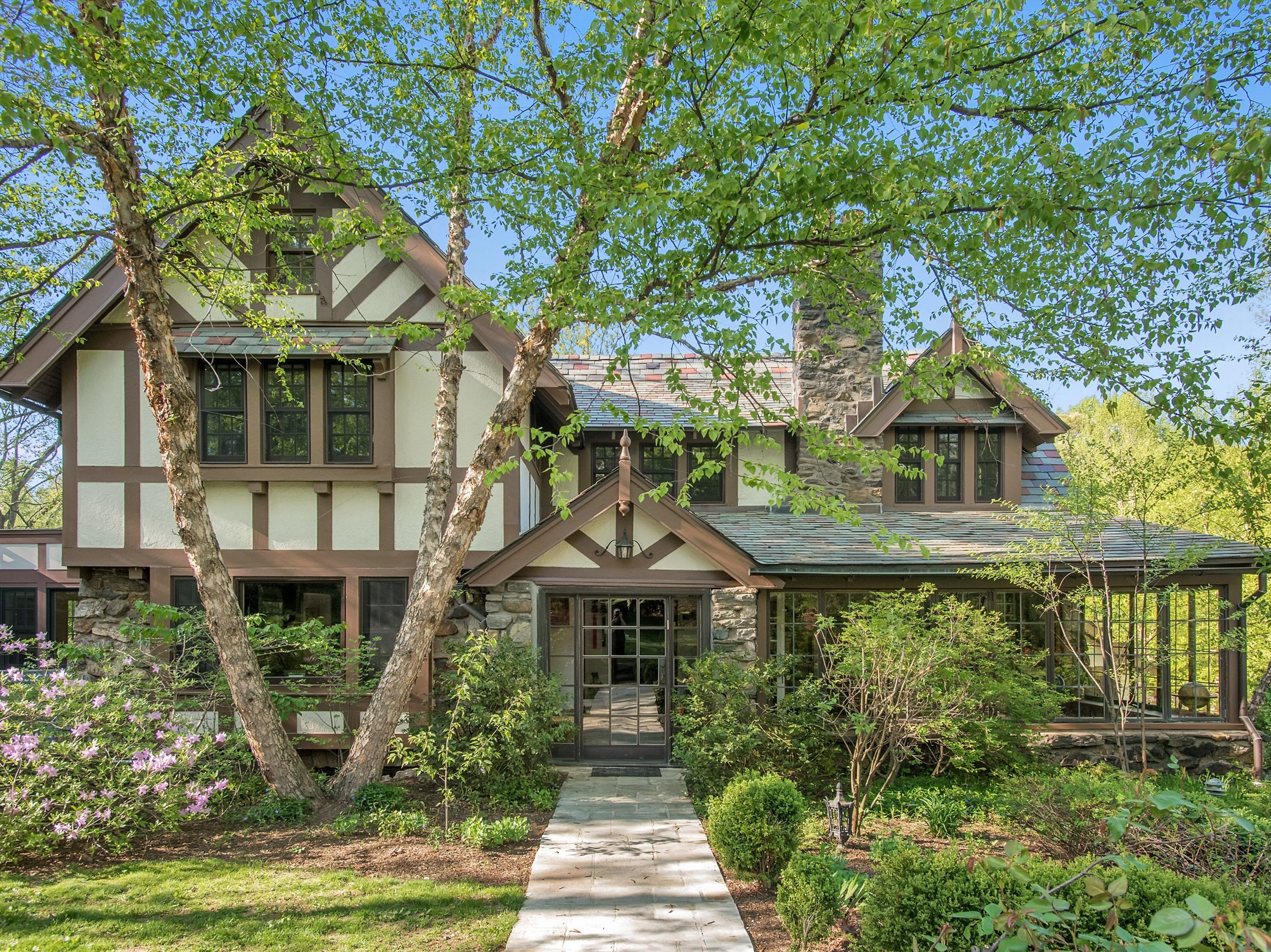 This home in Scarsdale was once owned by gangster Ben 'Bugsy' Siegel.