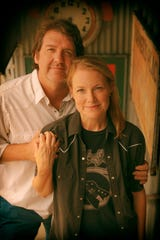 Two popular Texas singer songwriters, Bruce Robison and Kelly Willis - who are also husband and wife, will being their Summer Honky Tonk tour to the Royal Theater at 7:30 p.m. tonight.
