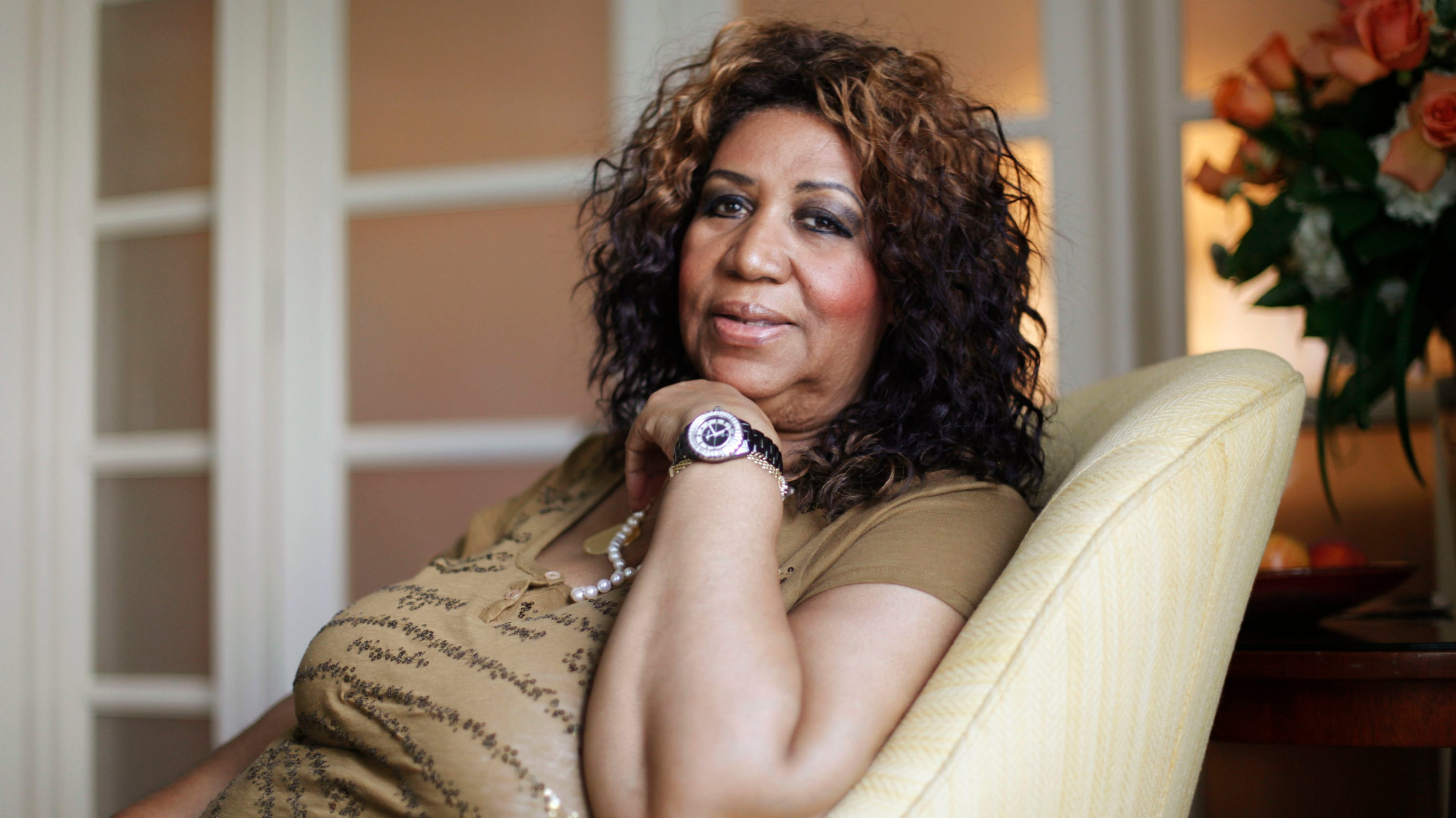 aretha franklin visited by stevie wonder. Black Bedroom Furniture Sets. Home Design Ideas