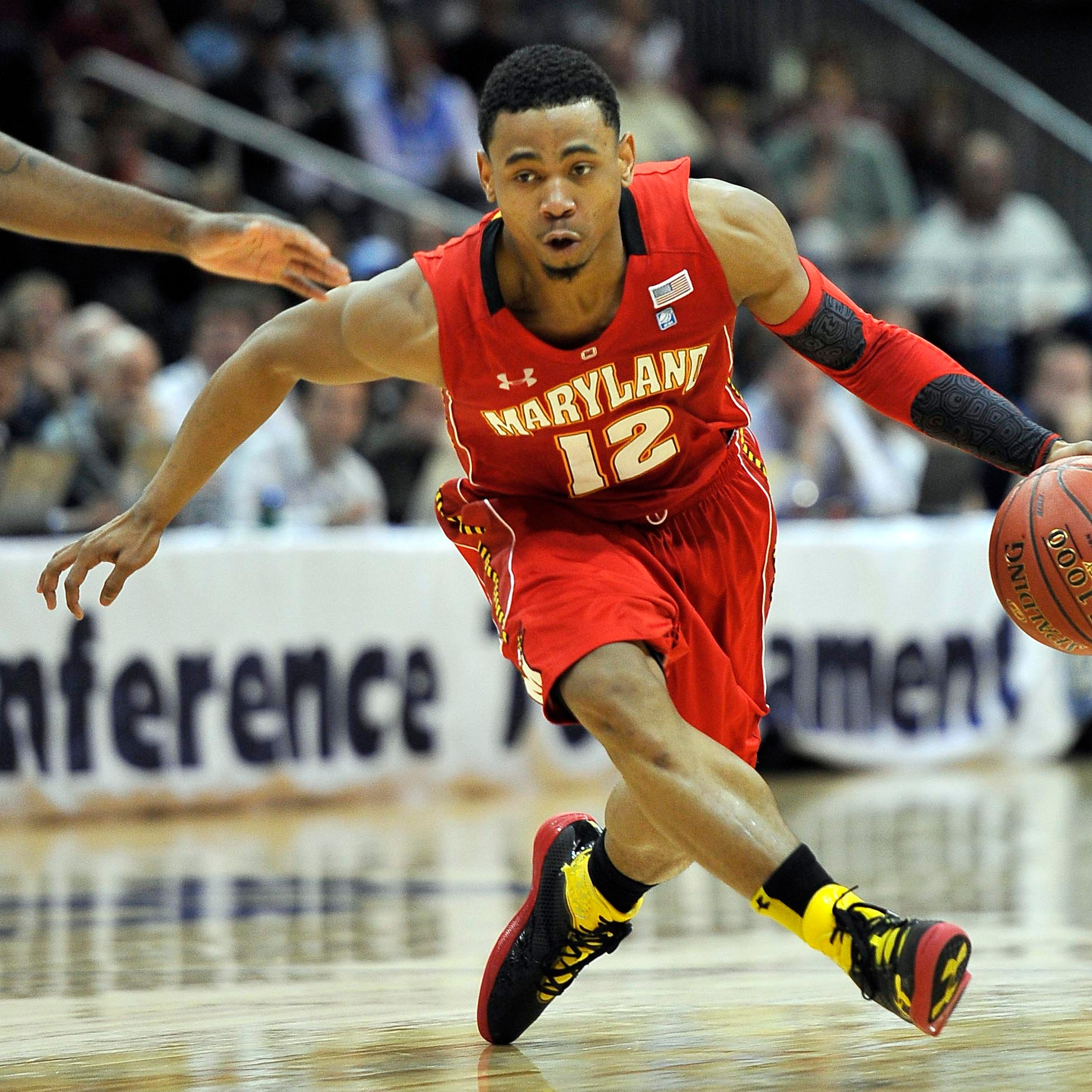 Former Maryland hoops standout Terrell Stoglin punts ball into stands, flips off crowd