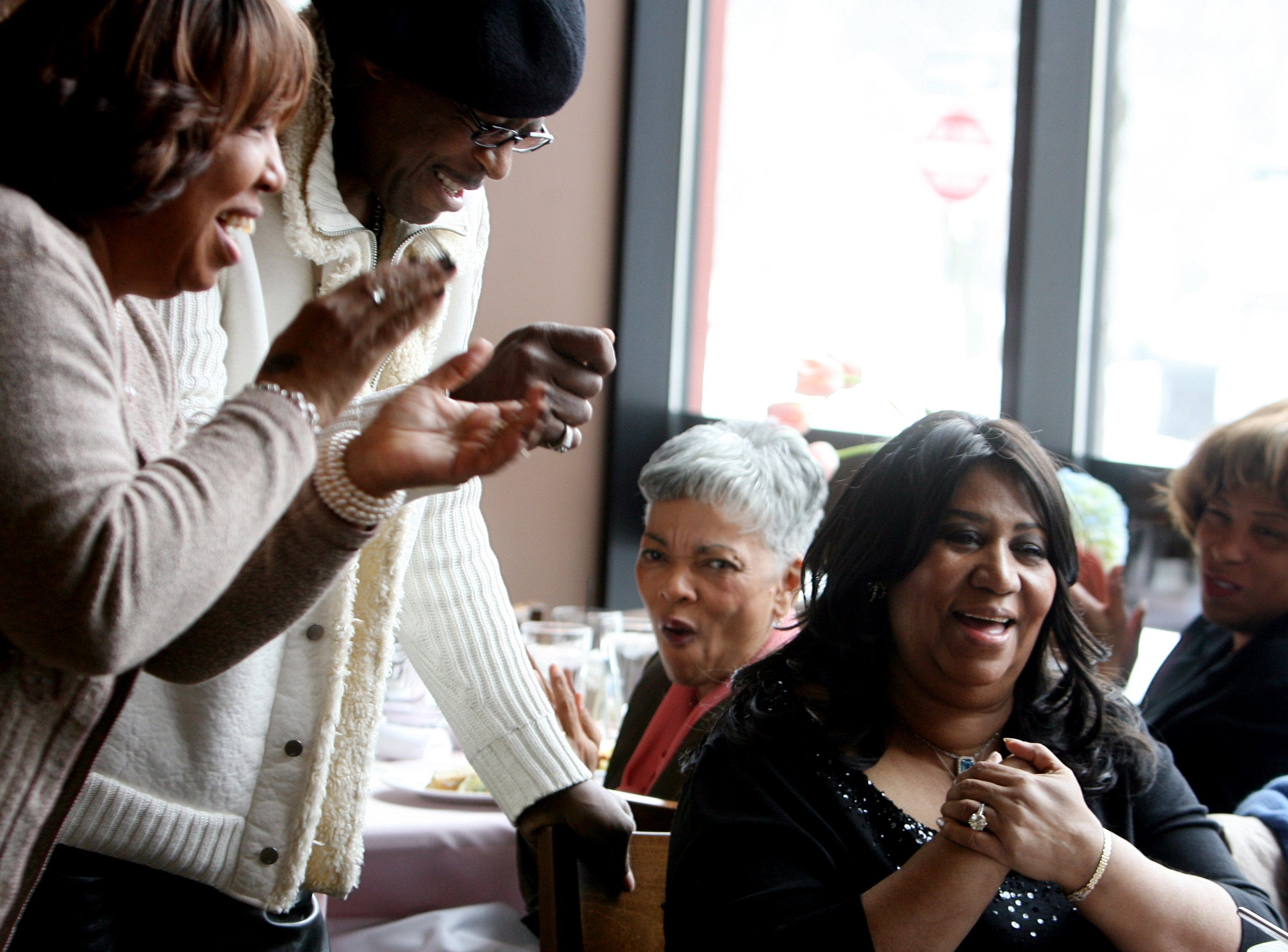 "February 26, 2010; Detroit, MI, USA; Aretha Franklin hosts a high tea listening party at the Detroit Fish Market for her soon-to-be released CD, ""A Woman Falling Out of Love.""  As the songs play her sister-in-law Earline Franklin of Detroit, left and friend Ali Woodson a former lead singer with the Temptations of Los Angeles get up to sing and clap and show their enthusiasm for the new CD. Mandatory Credit: Regina H. Boone/Detroit Free Press via USA TODAY NETWORK ORIG FILE ID:  20180812_ajw_usa_059.jpg"