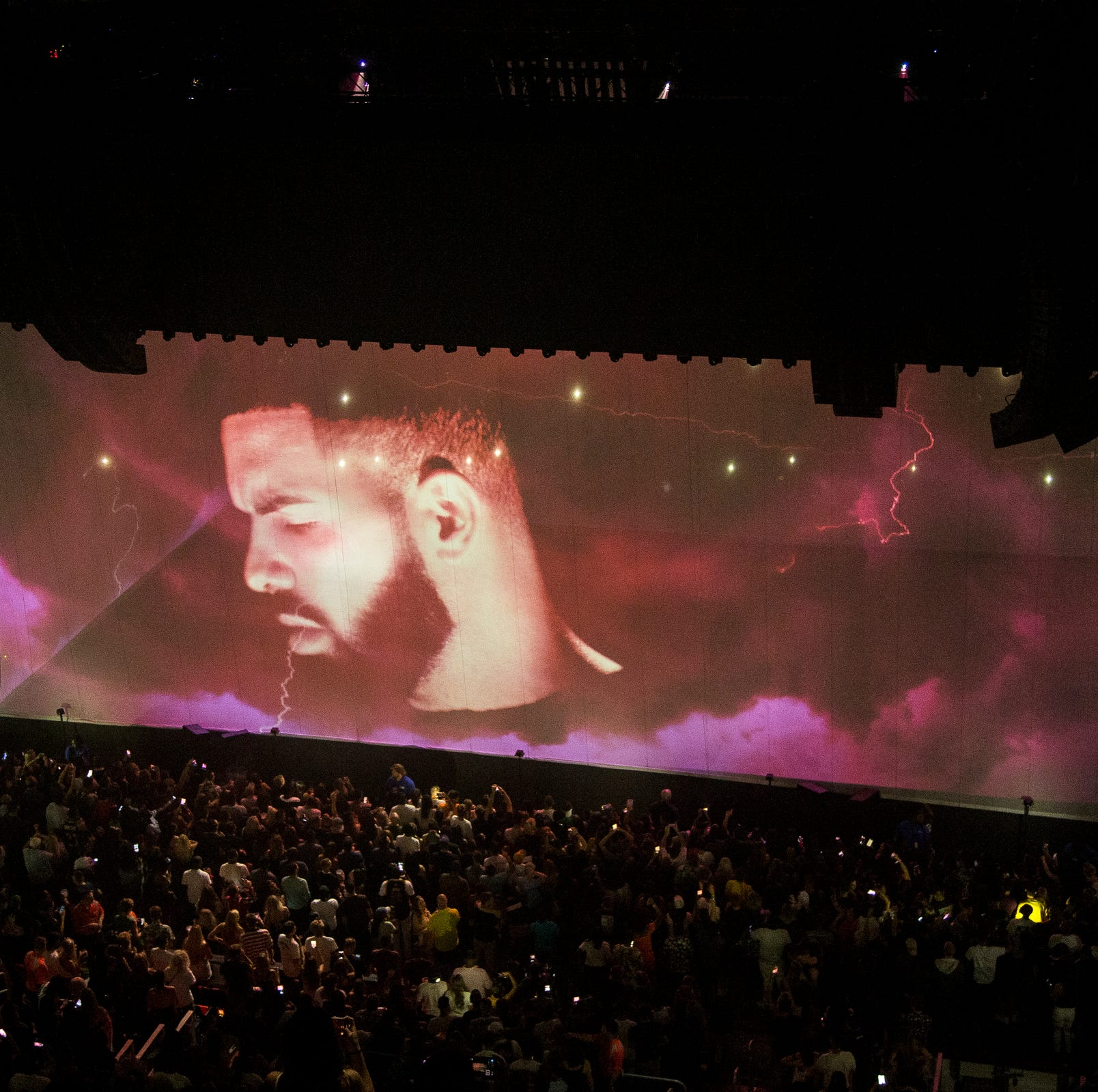 Drake kicks off Detroit concert stand as new tour works out kinks