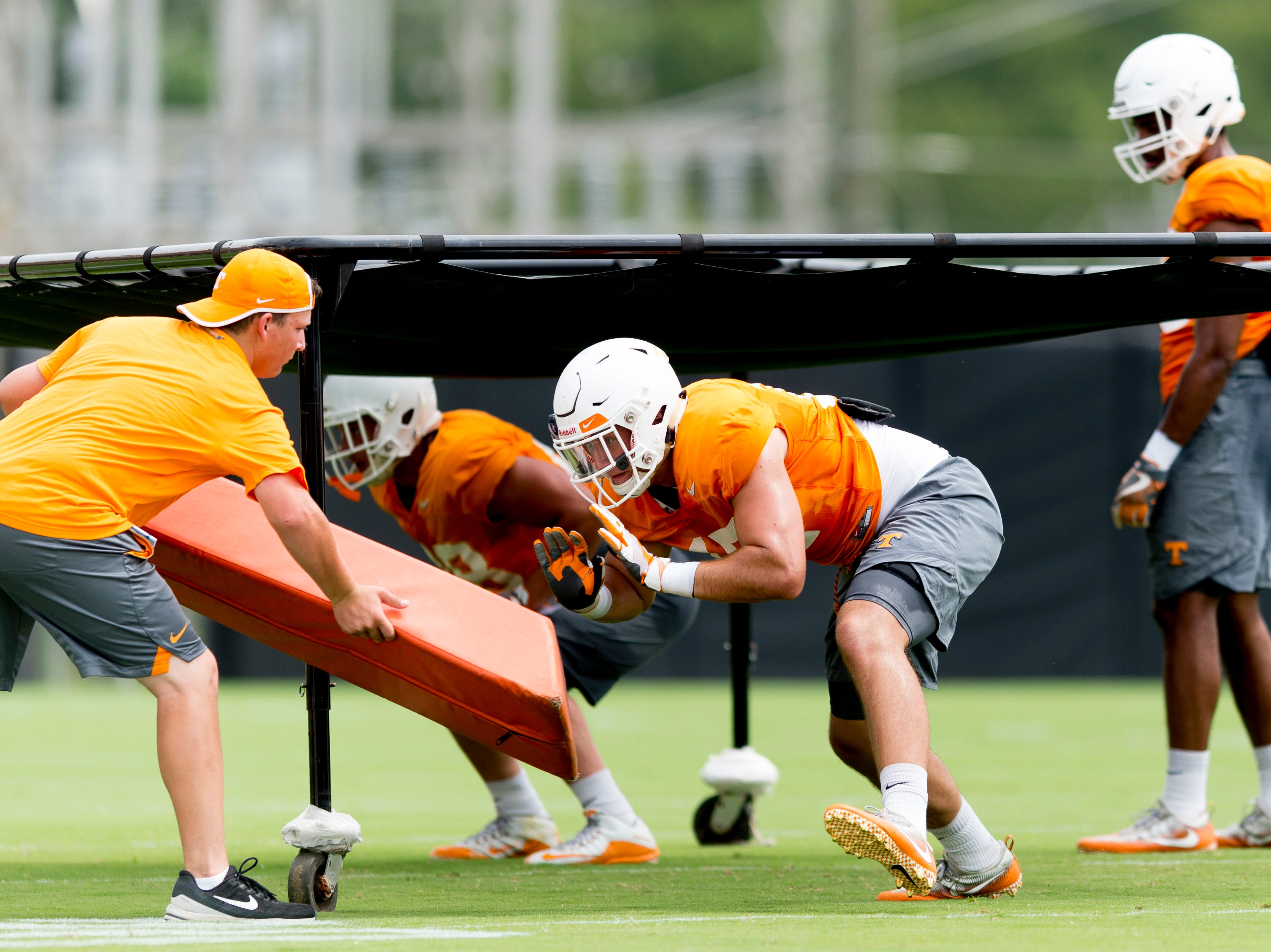 Tennessee linebacker Dillon Bates (17) does a drill during Tennessee football practice at Haslam Field in Knoxville, Tennessee on Wednesday, August 15, 2018.