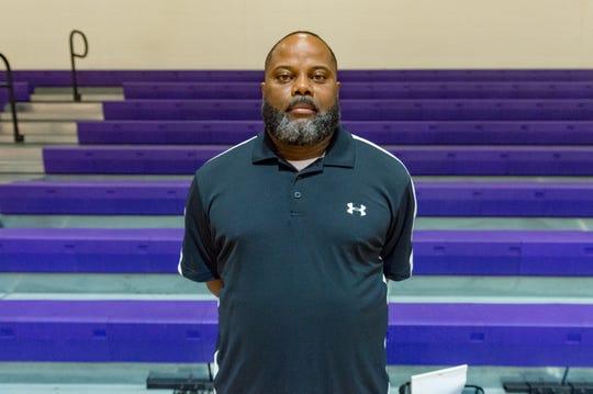 Coach Vincent Derouen