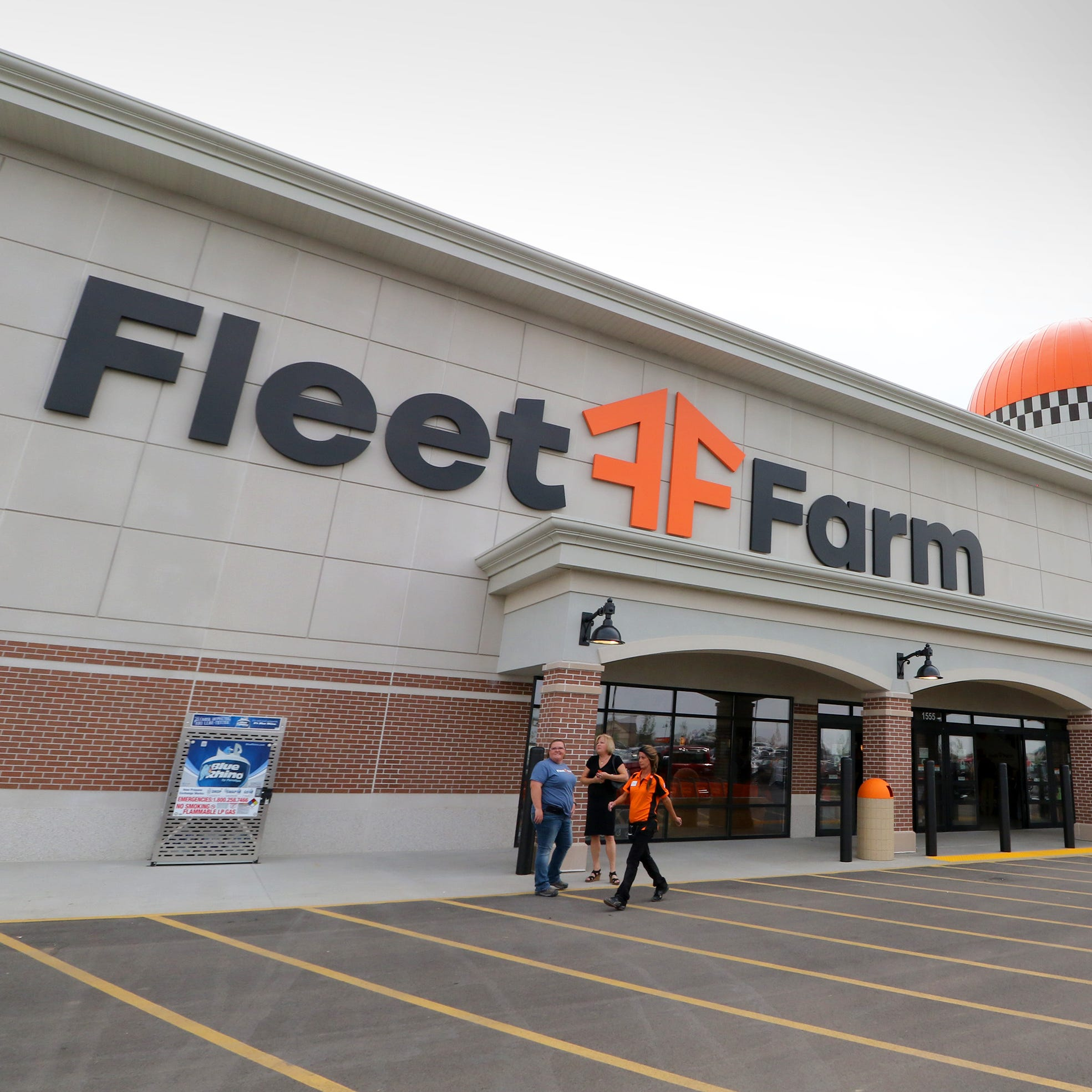 Oconomowoc's new Fleet Farm is open for business