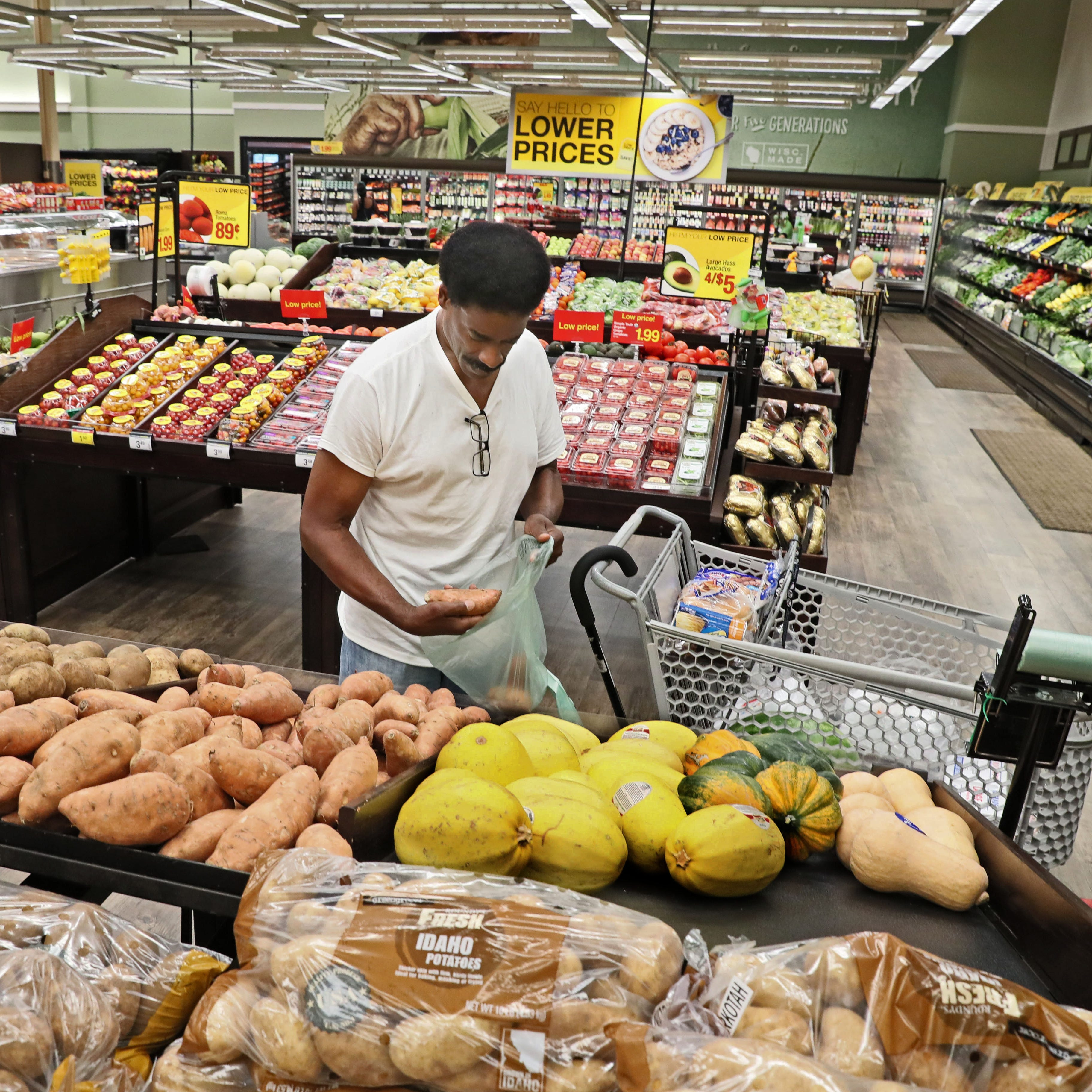 Pick 'n Save invests $2 million in store in Milwaukee neighborhood other retailers abandoned