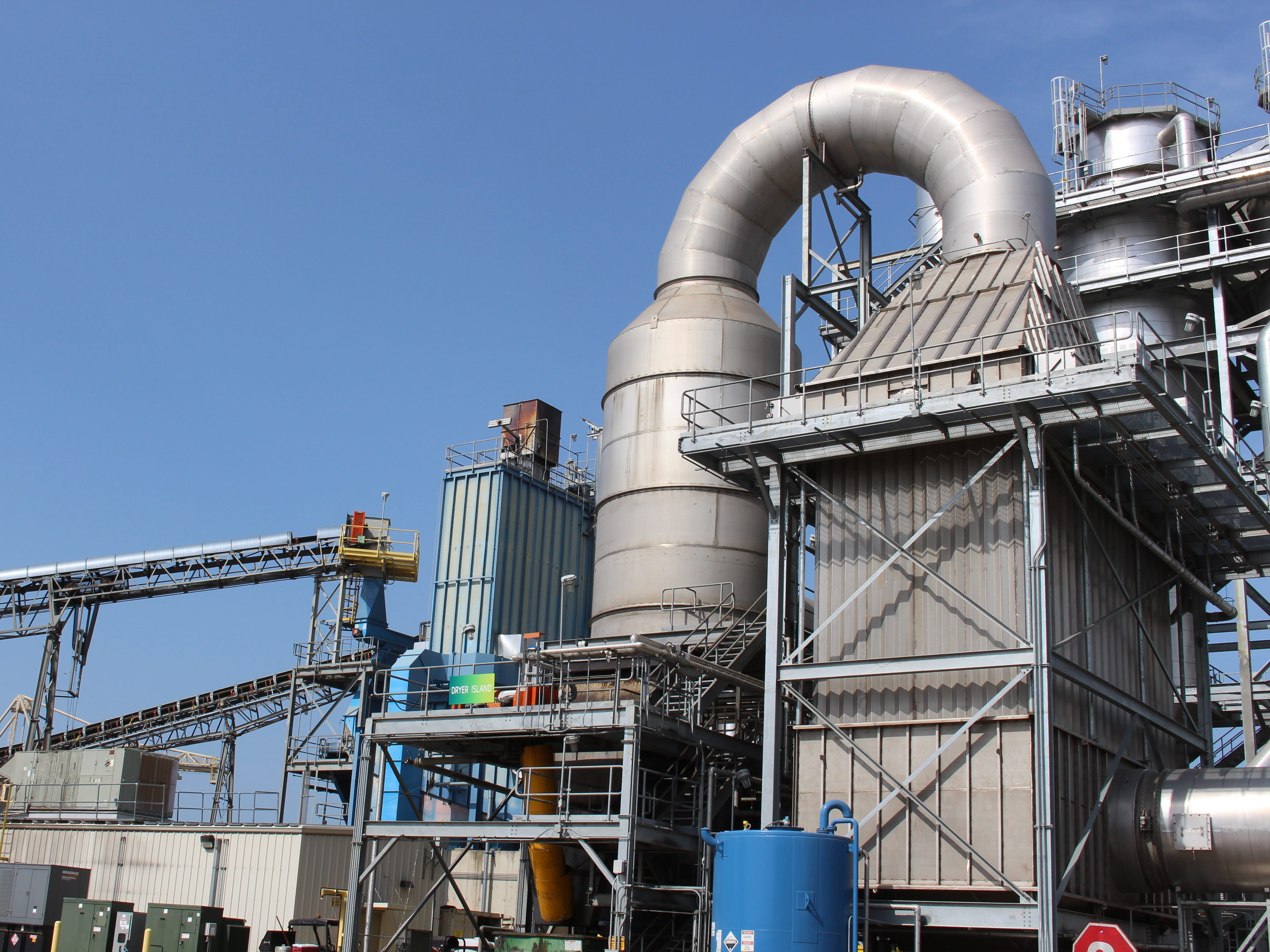 Drax Biomass converts pine timber and sawmill residual fiber into biomass pellets that are used to generate power in the United Kingdom. Hammermills reduce the size of wood chips.