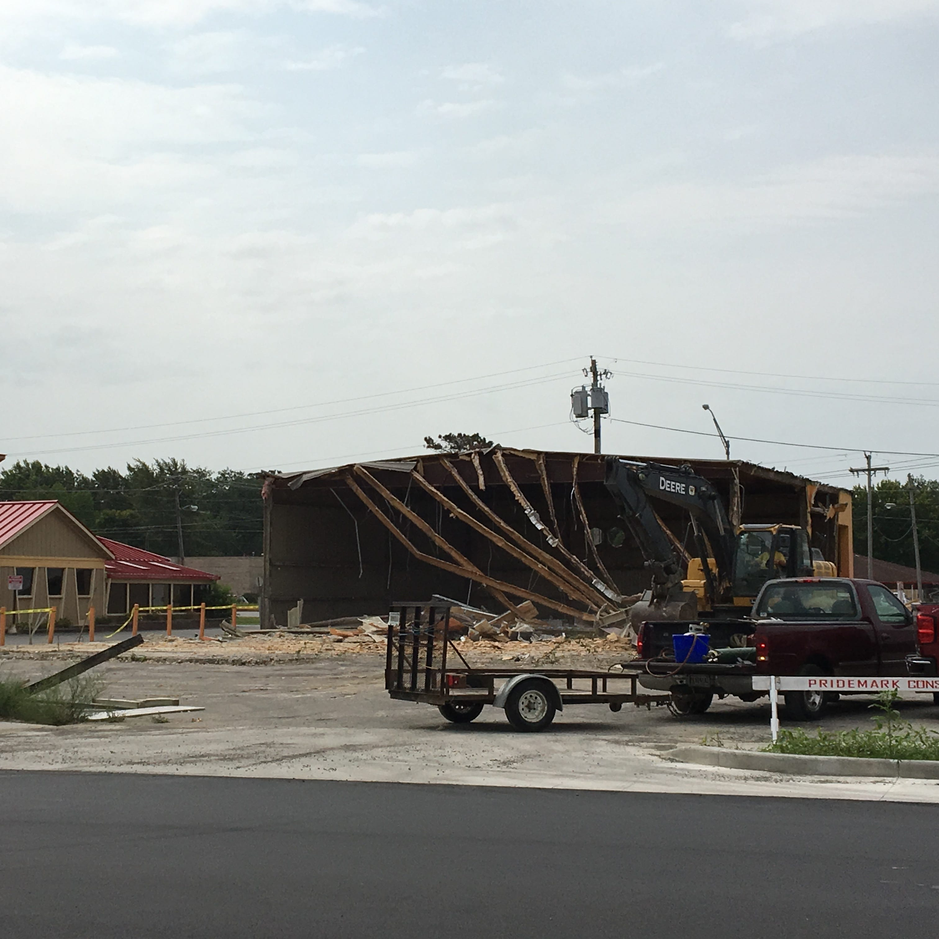 Muncie Five Guys update: Former tanning salon demolished this week